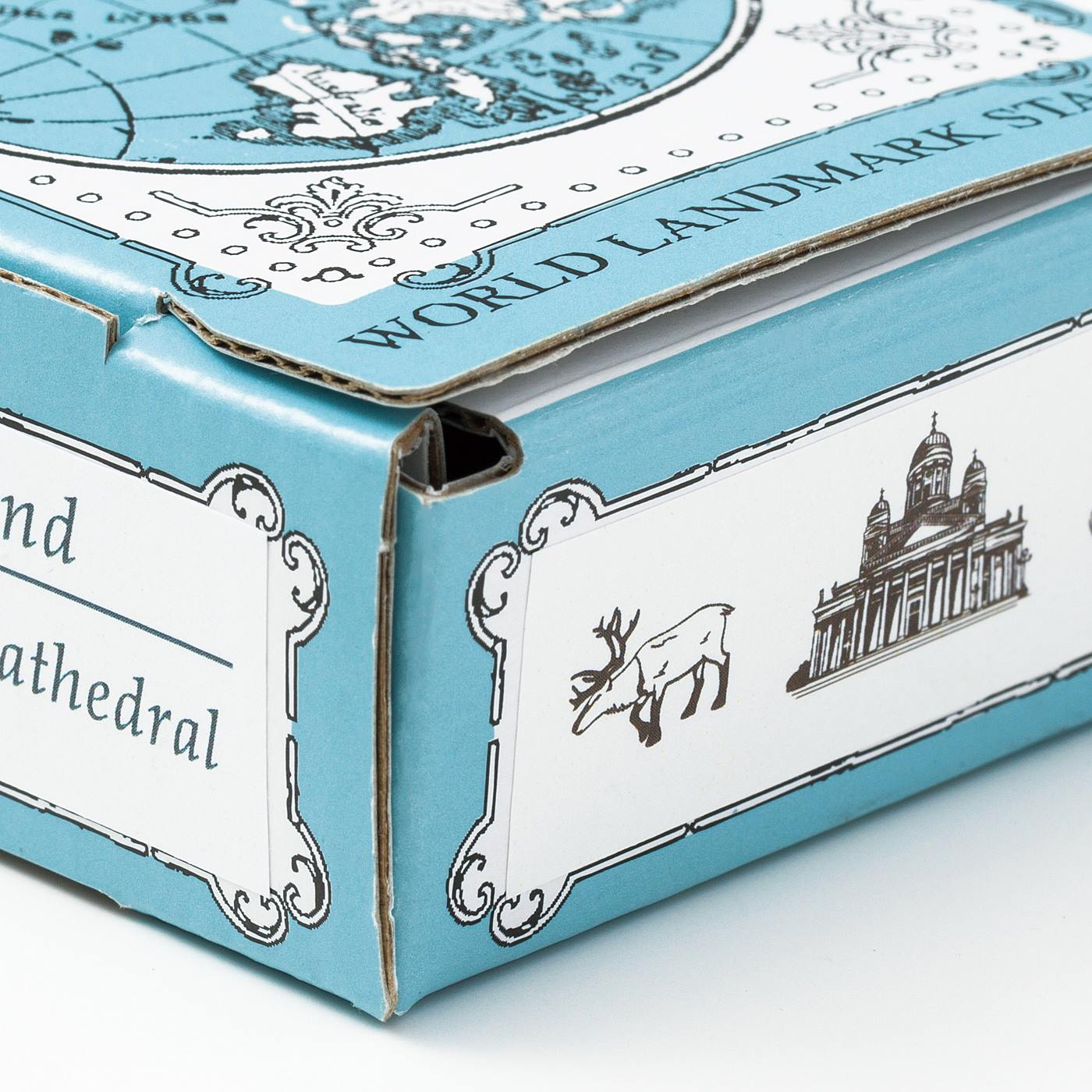 箱には情報カードから切り取った地名とデザインを貼るスペース付き。