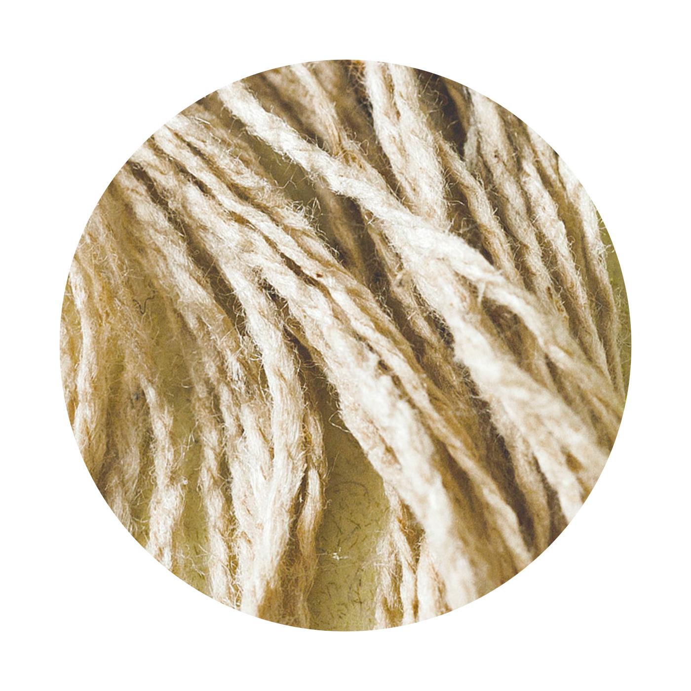 シルク紬糸(ちゅうし)100%。ぽこぽこしたネップがあり、ふっくらとやわらかな肌心地。