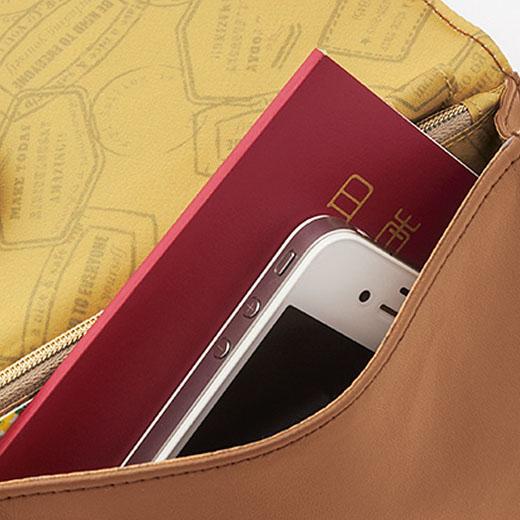 パスポートと携帯電話が入るまち付きポケット