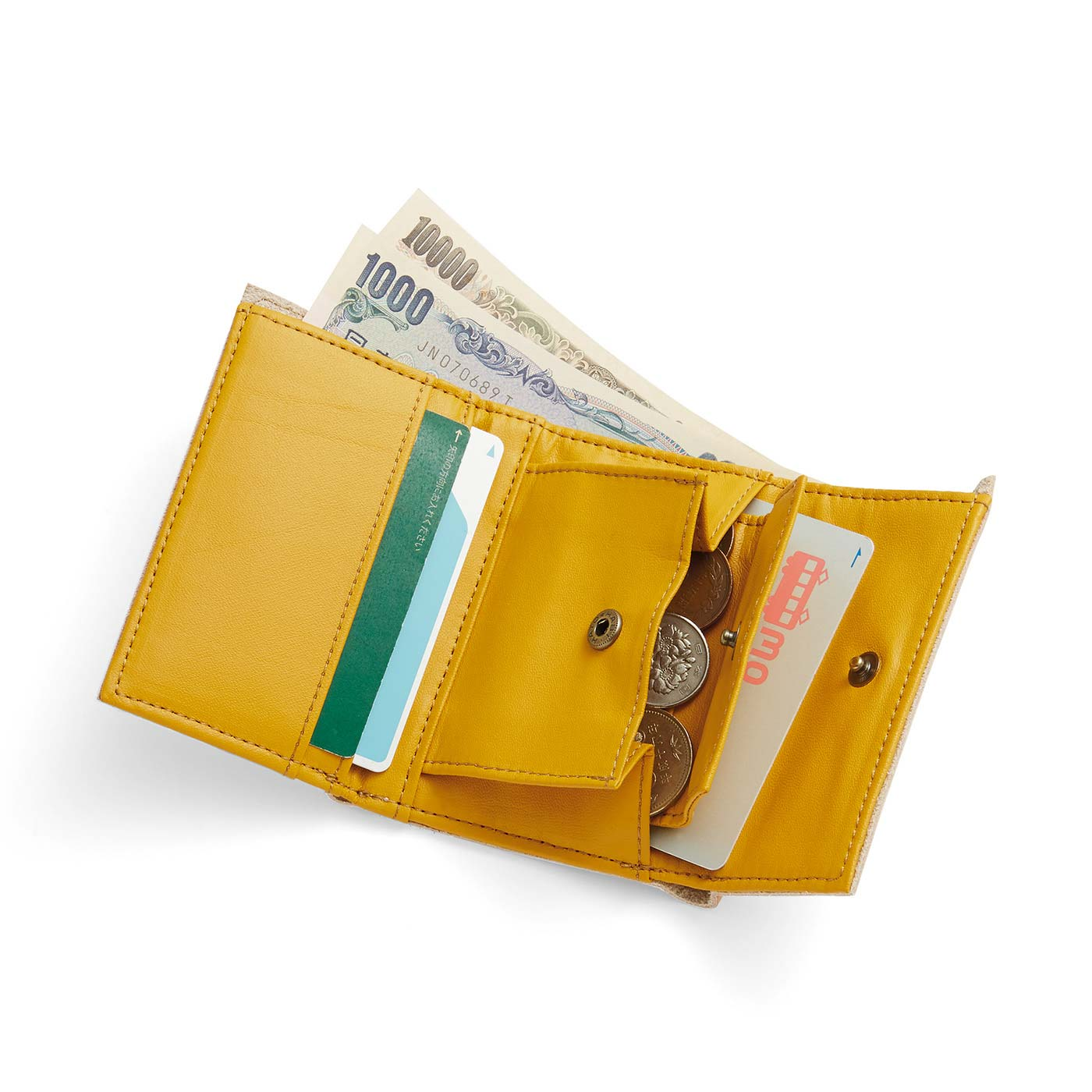 お札&小銭入れに加えて3つのカードポケット付き。よく使うカードを入れておくと◎。
