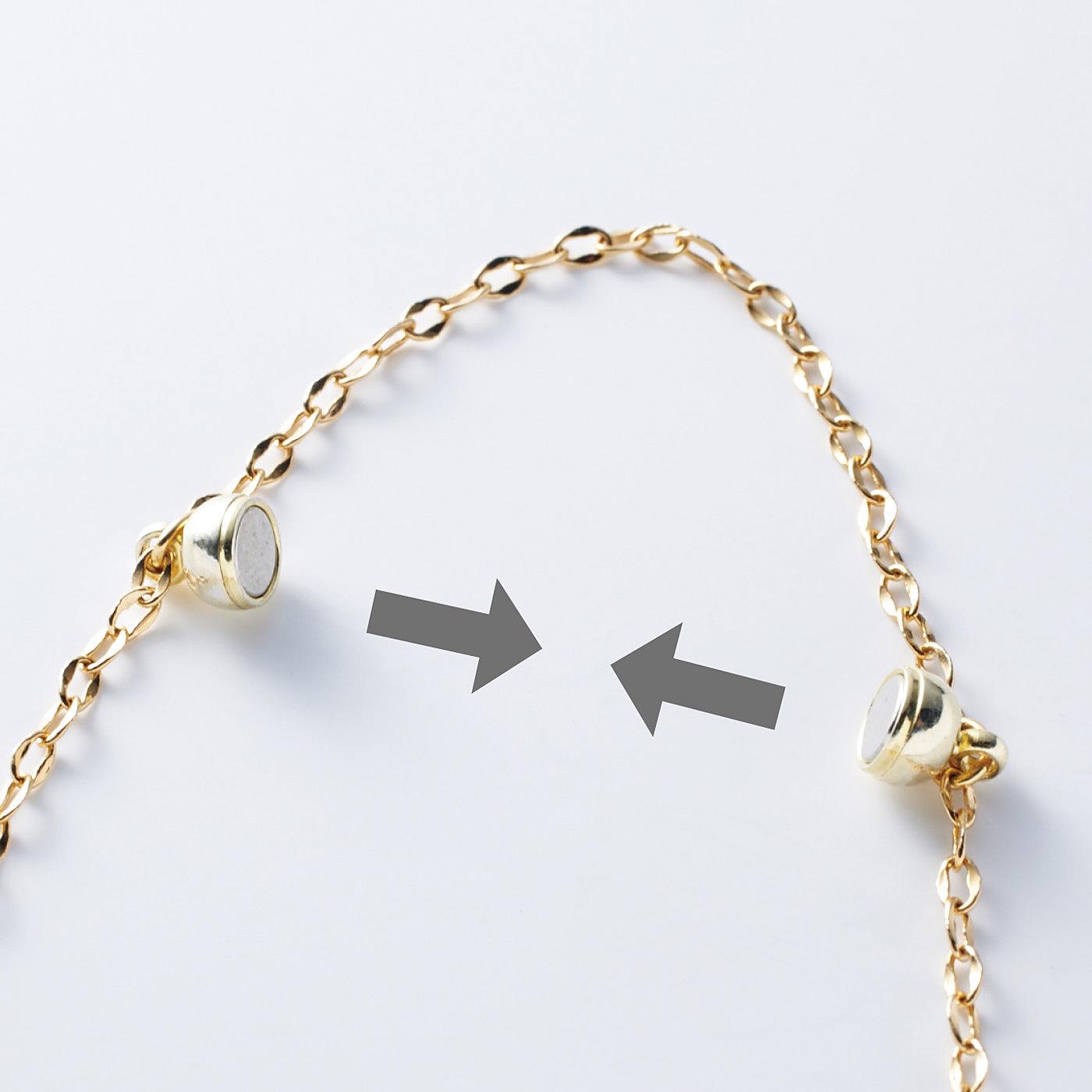 【マグネットで簡単着脱】マグネットの留め具で着脱時のプチストレスを解消。