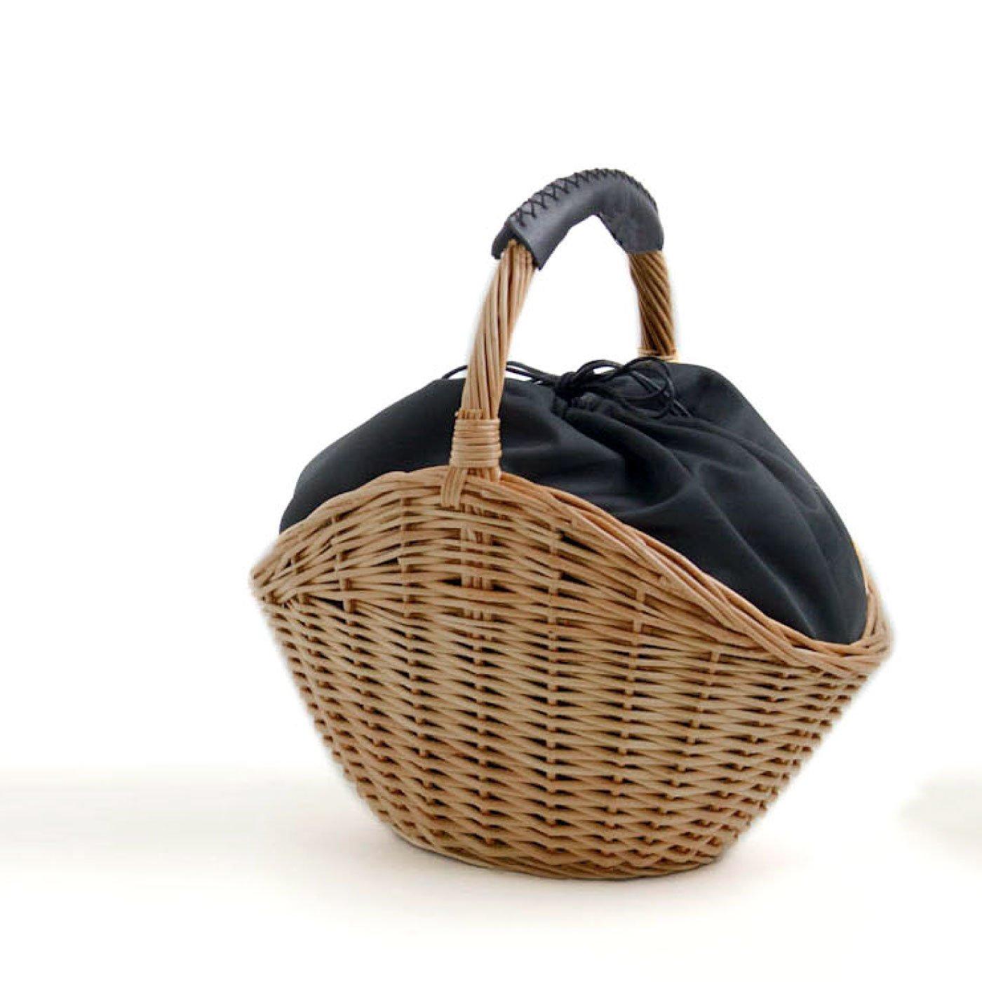 上品シルエットの シェルカゴバッグ