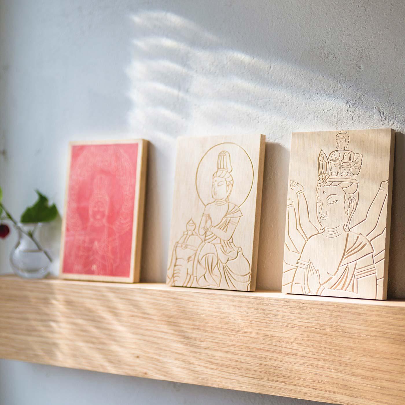 お部屋に飾ると清らかな雰囲気に。お守りとして玄関や寝室に置いても。