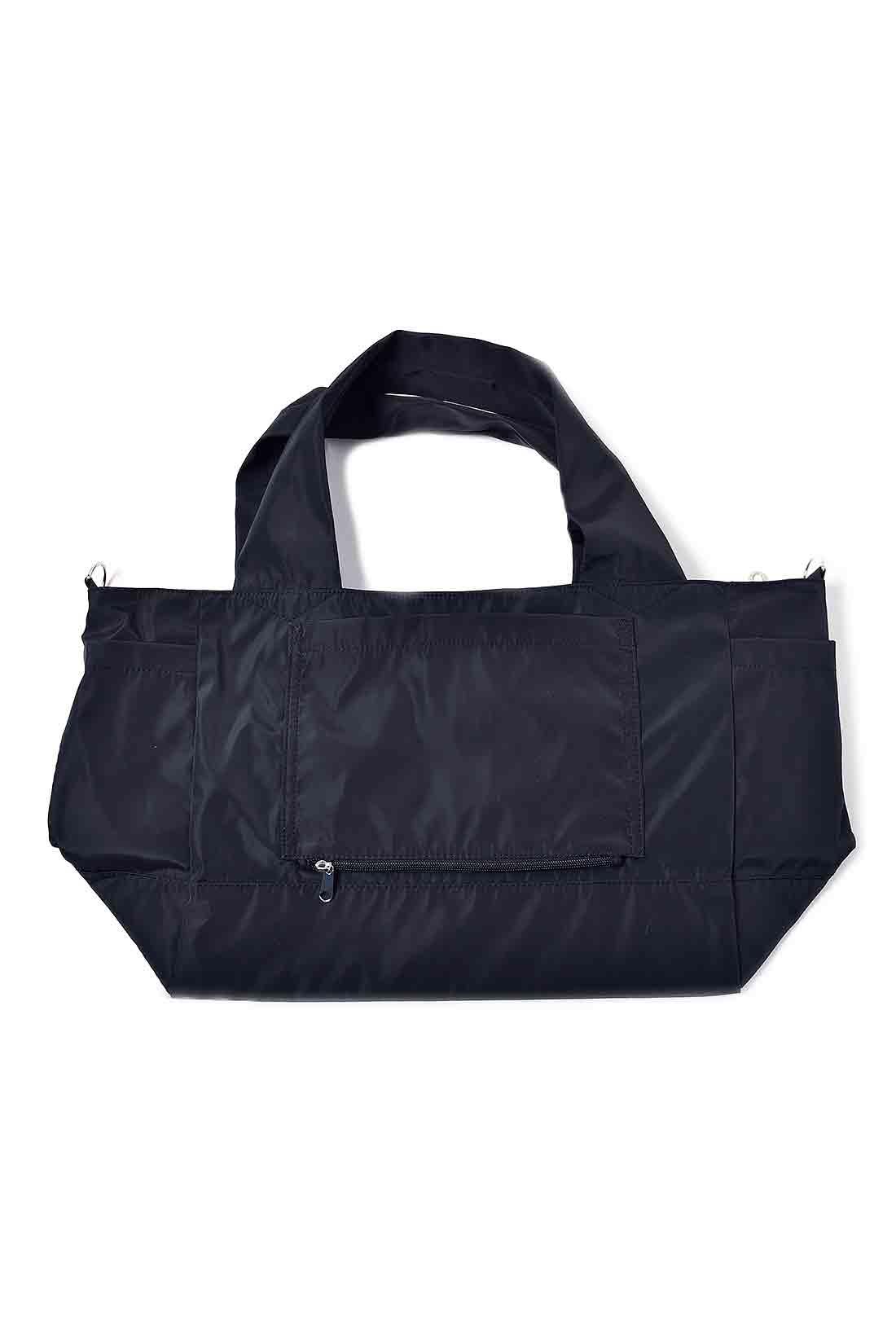 使わないときはぺたんとたたんで、おみやげ用のバッグとしてスーツケースに忍ばせておいても◎。