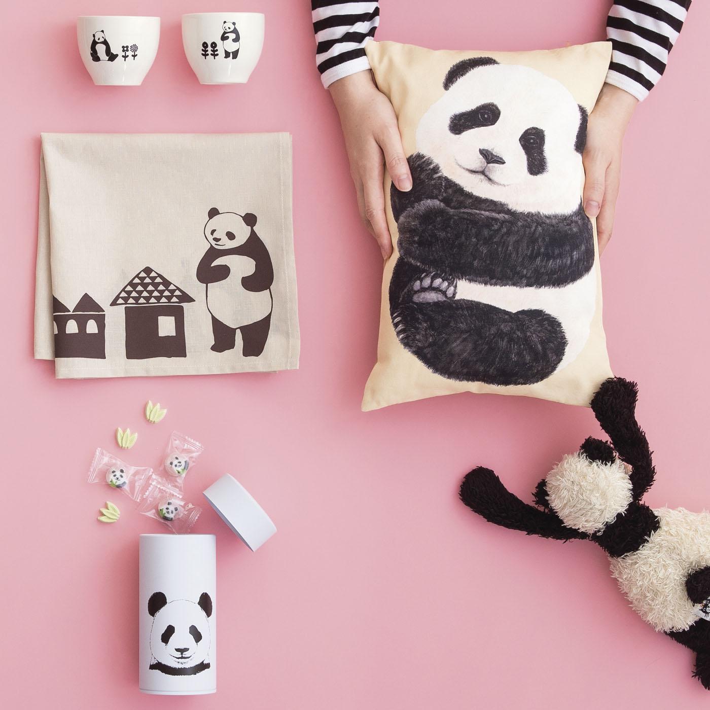 かわいい&モノトーンのバランスが魅力!なパンダ雑貨は集めて楽しい! ※キャンディー、ぬいぐるみはお届け内容に含まれません。