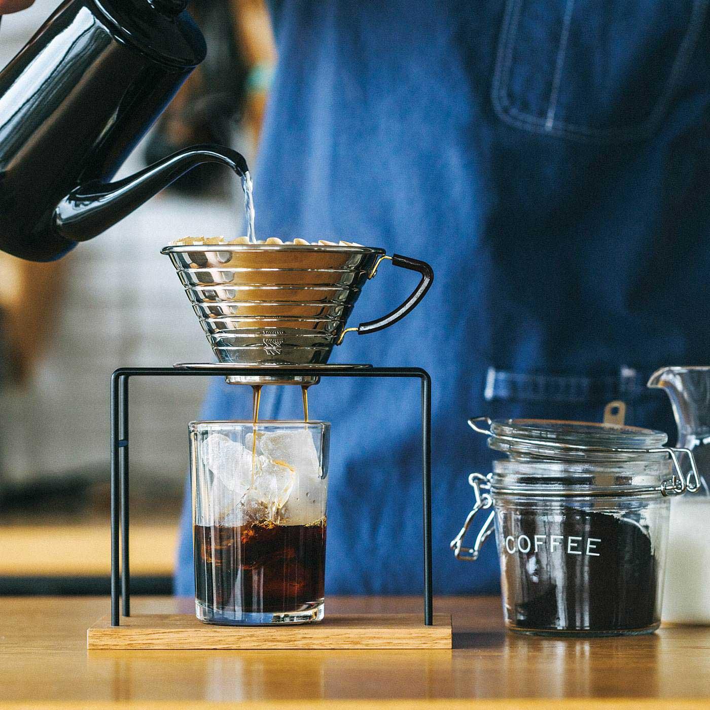 氷が入ったグラスにドリップして、アイスコーヒーも楽しめます。