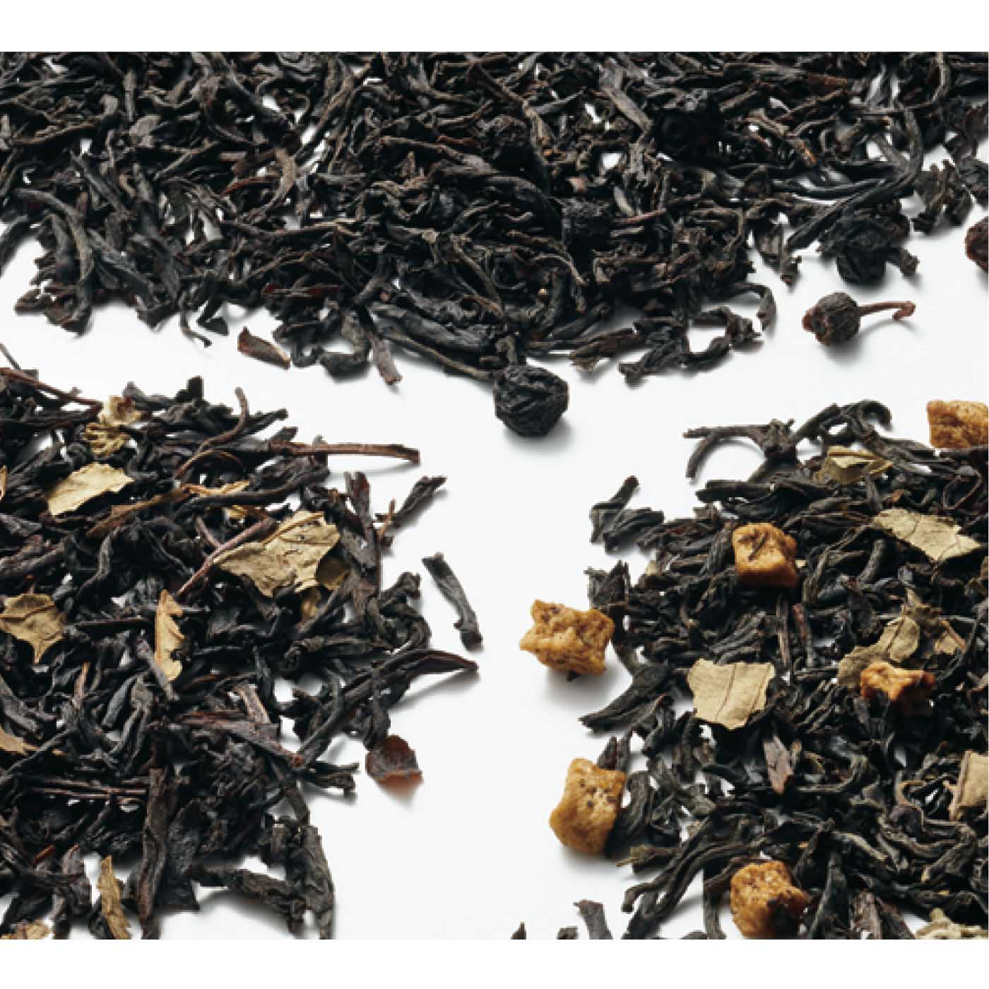 本場スリランカ原産の茶葉を使用。専門の調合師によるこだわりのフレーバーがやわらかく香り立ちます。