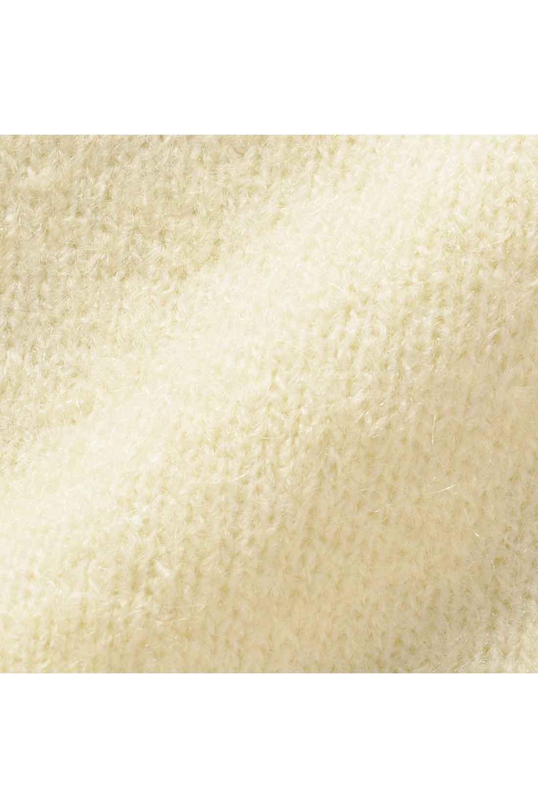 毛が抜けにくくチクチクしにくい、ふんわりモヘアを混紡。ウールも加わってさらに上質に。