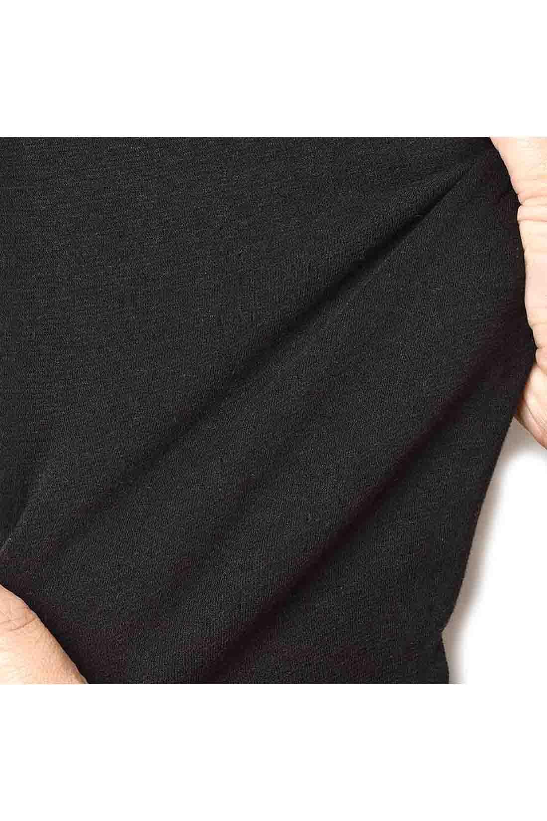 ストレッチのきいたのびやか素材を使用。フィット感とボリューム感がほどよく、着心地はしなやか。