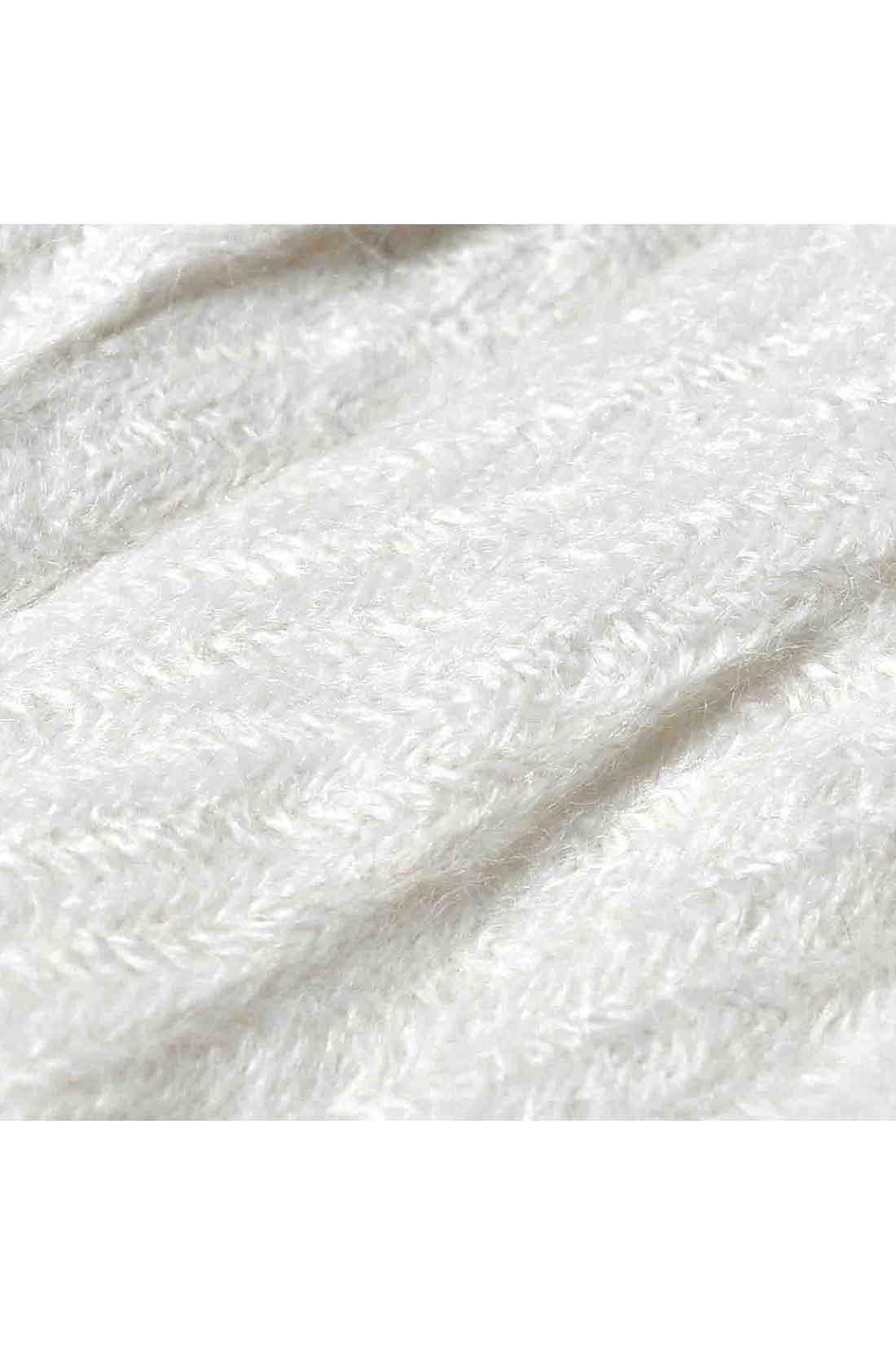 起毛感のある綾織りの生地を使用。