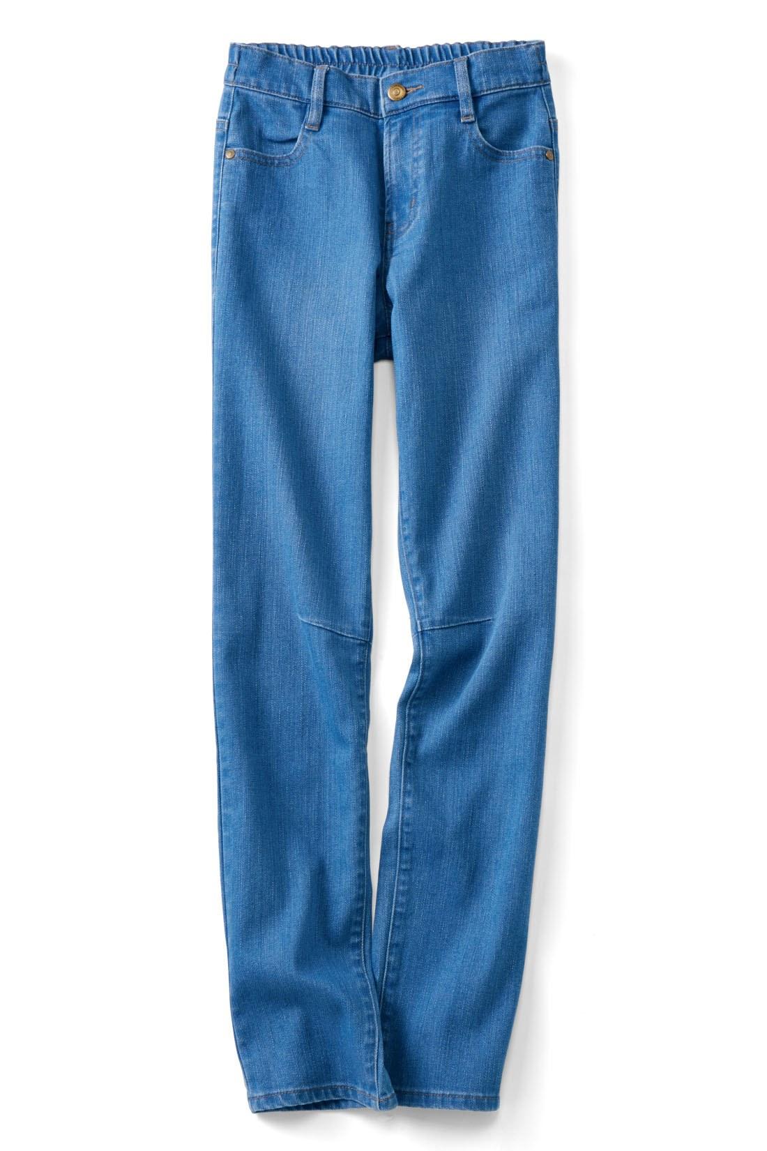 こなれ感のある【ライトブルー】 ひざのダーツの立体感で、すっきり見え度をアップ。動きやすさも抜群。