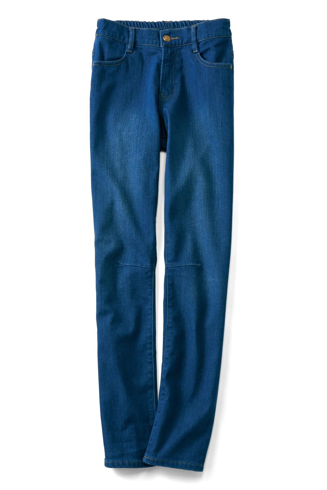 着まわしやすい【ブルー】 ひざのダーツの立体感で、すっきり見え度をアップ。動きやすさも抜群。