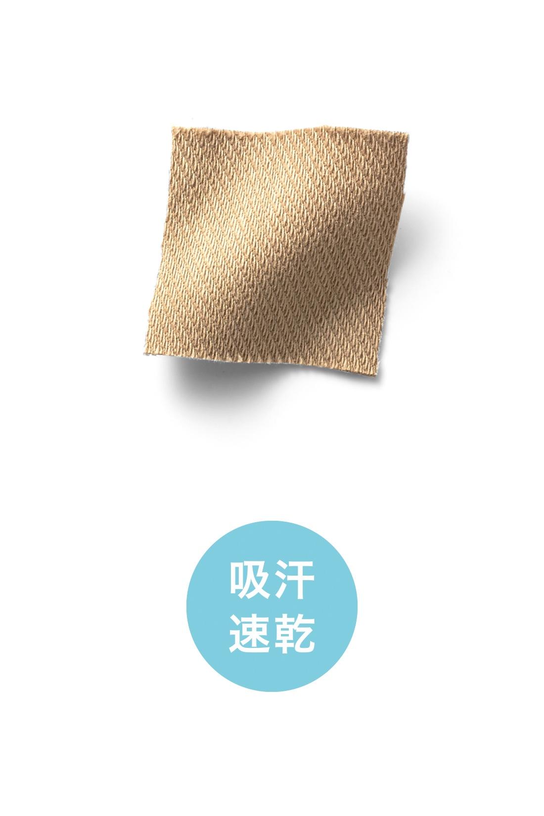 吸湿放湿性と吸汗速乾性のある伸びやかなカットソー素材だから汗ばむ季節でもさわやかなはき心地。