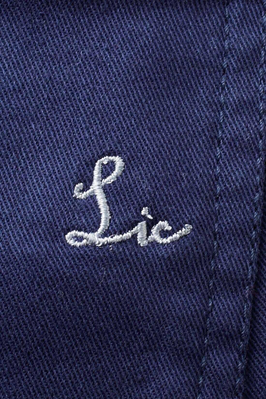 後ろポケットにはポイントになるリブインオリジナル刺繍をオン。