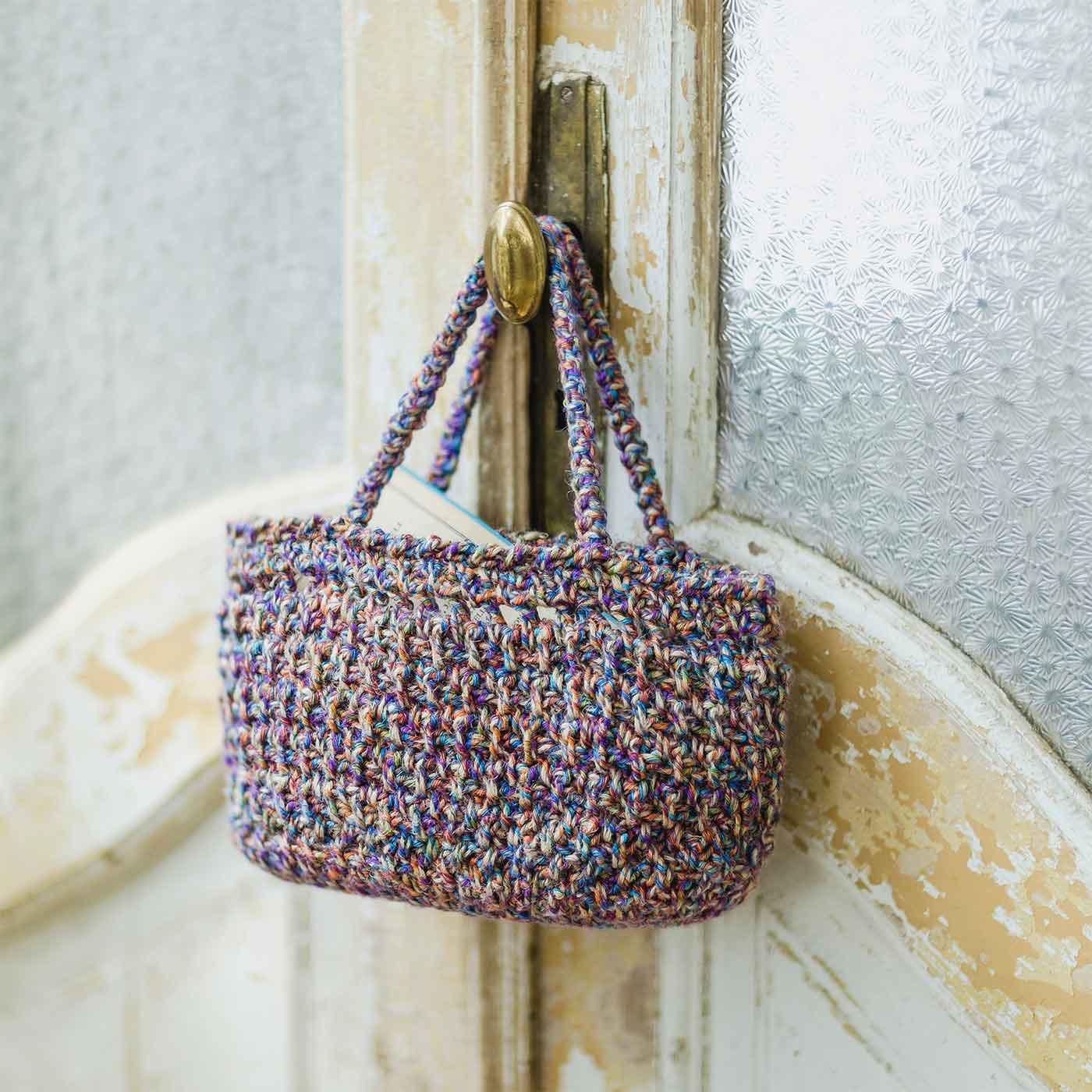 糸遣いで差をつける イタリア製変わり糸の底板付きミニトートバッグが編めるキット