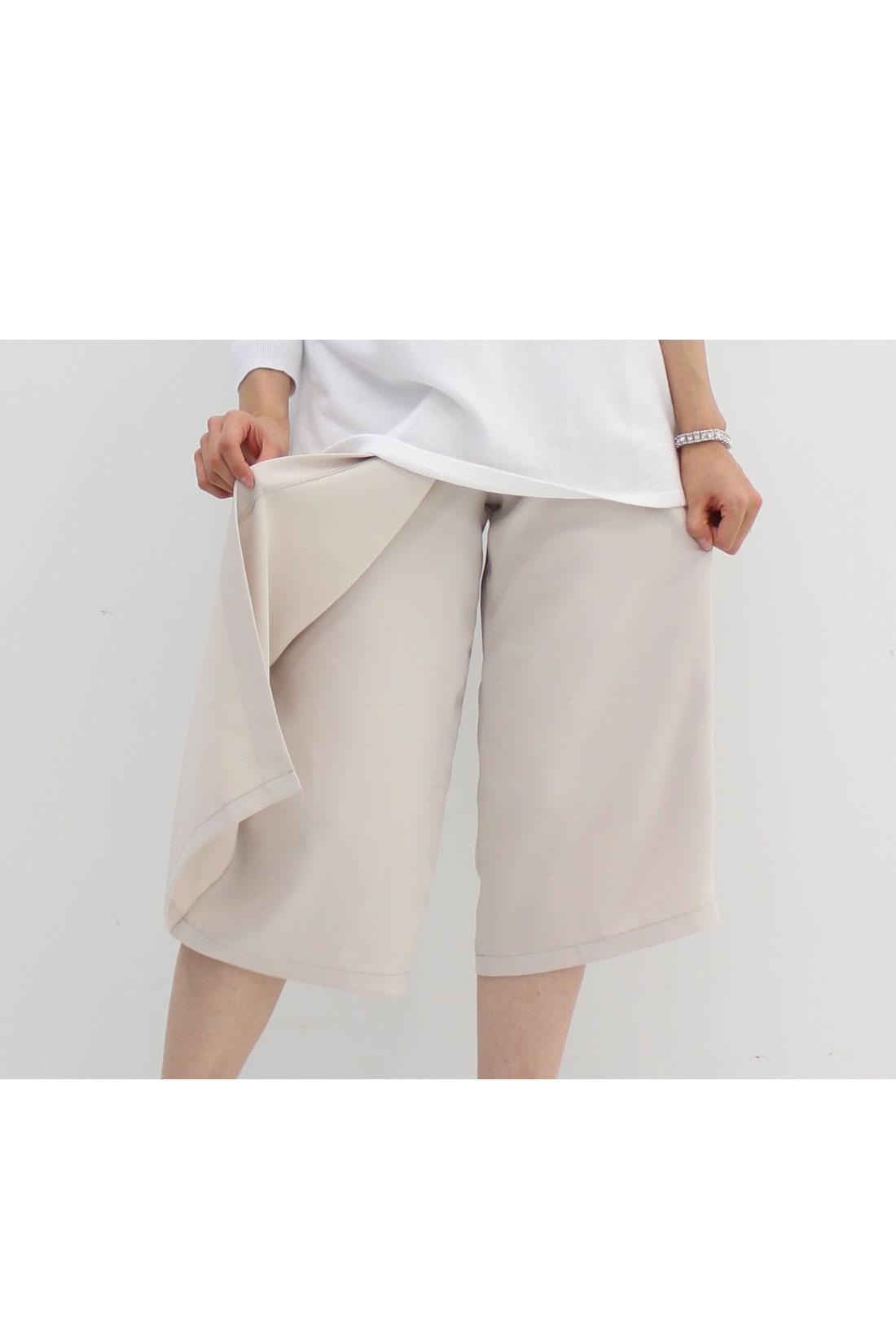 スカートのようにはけるガウチョパンツ。