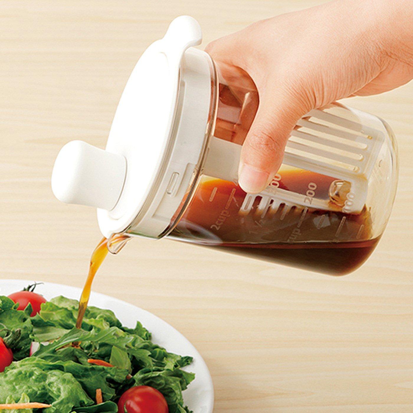 量る・混ぜる・保存に便利! 好きな風味で味わうドレッシングミキサー〈ホワイト〉