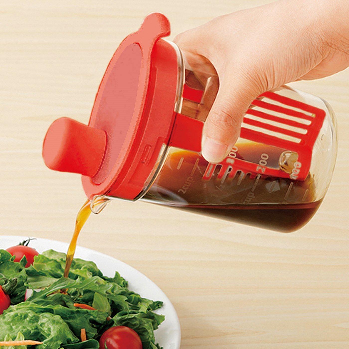 量る・混ぜる・保存に便利! 好きな風味で味わうドレッシングミキサー〈レッド〉