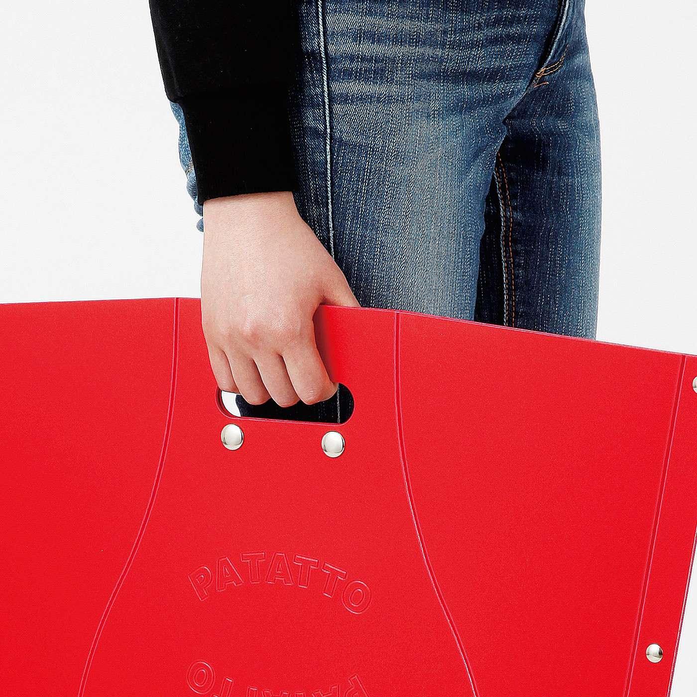 軽くて小さく折りたためるから、持ち運びも収納も簡単!