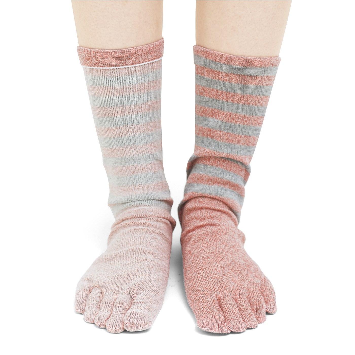 ※右足は靴下を裏返してはいています。