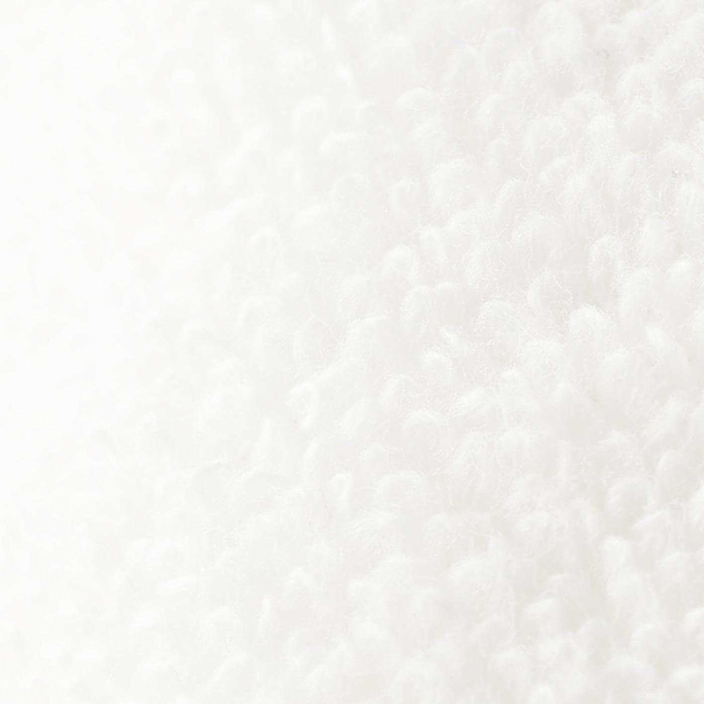 胸もとにふれる綿パイル生地は、肌にうれしい無撚糸(むねんし)。