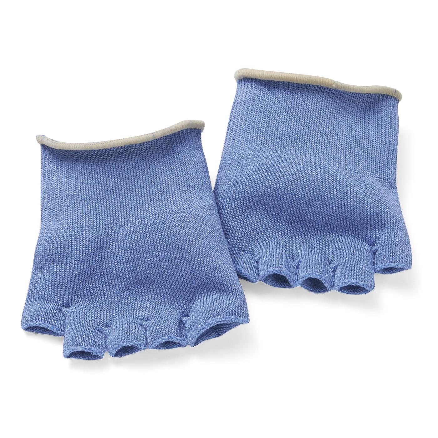 汗がたまりやすい指のまたにも気持ちよくフィット。