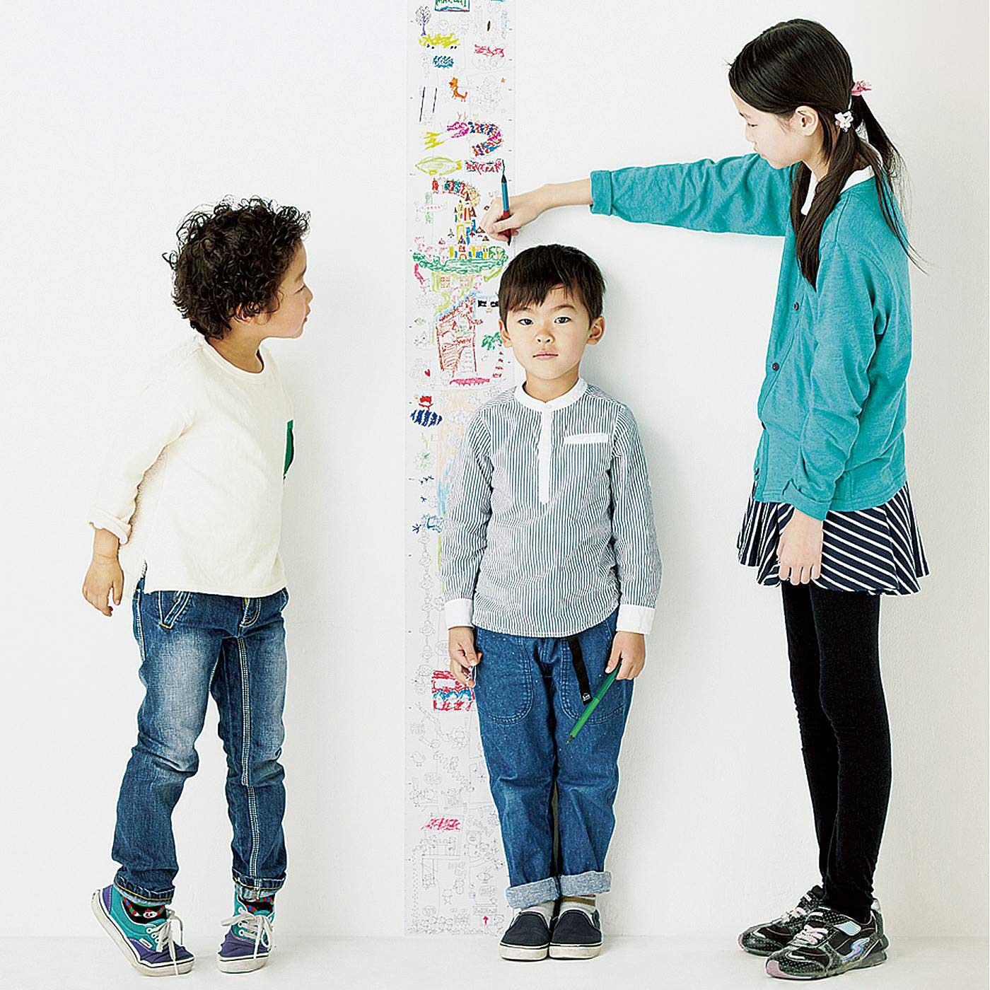 センチとインチの目盛り付きで、身長なども楽しく測れます。