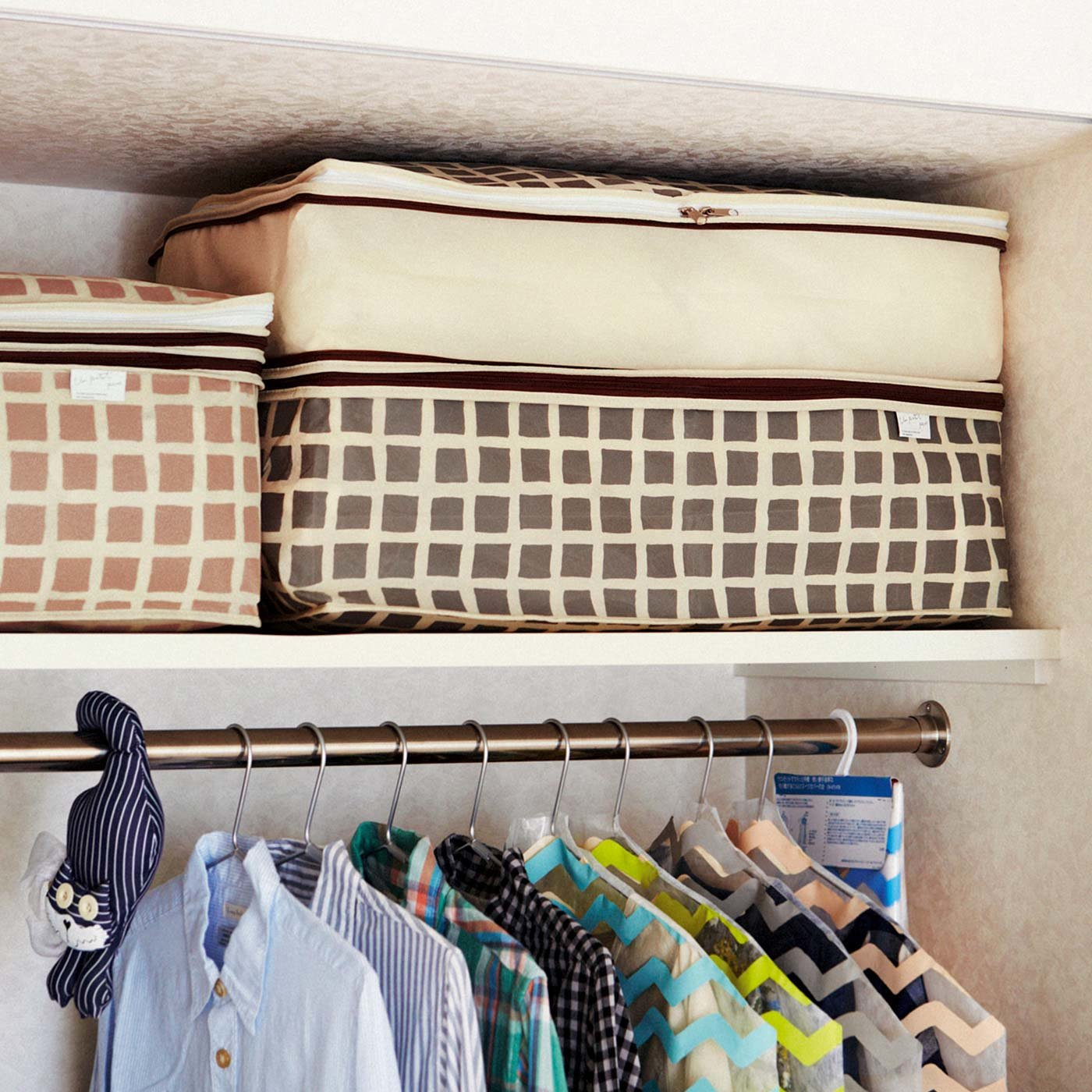 シーズンオフの寝具をひとまとめ 高さを変えられる布団収納ケース