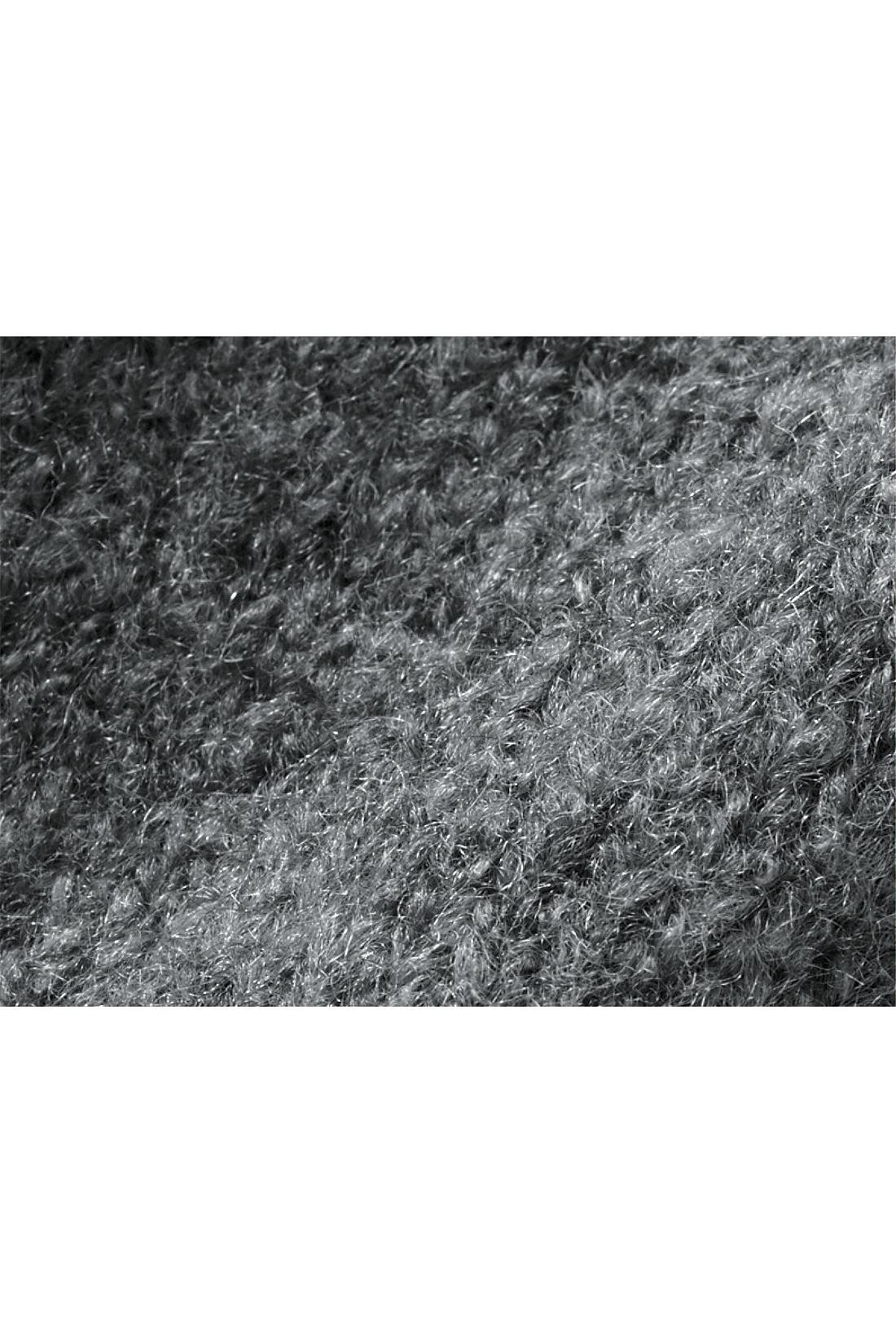 もっちりとした弾力のある生地。ウール混でより暖かく、起毛がふんわりした雰囲気も演出します。 ※お届けするカラーとは異なります。