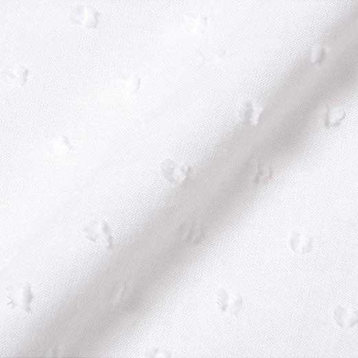 トップスの胸下は、ドット織り柄が素敵な綿100%素材。肌にふれるワンピースは、着心地のいいカットソー素材に。