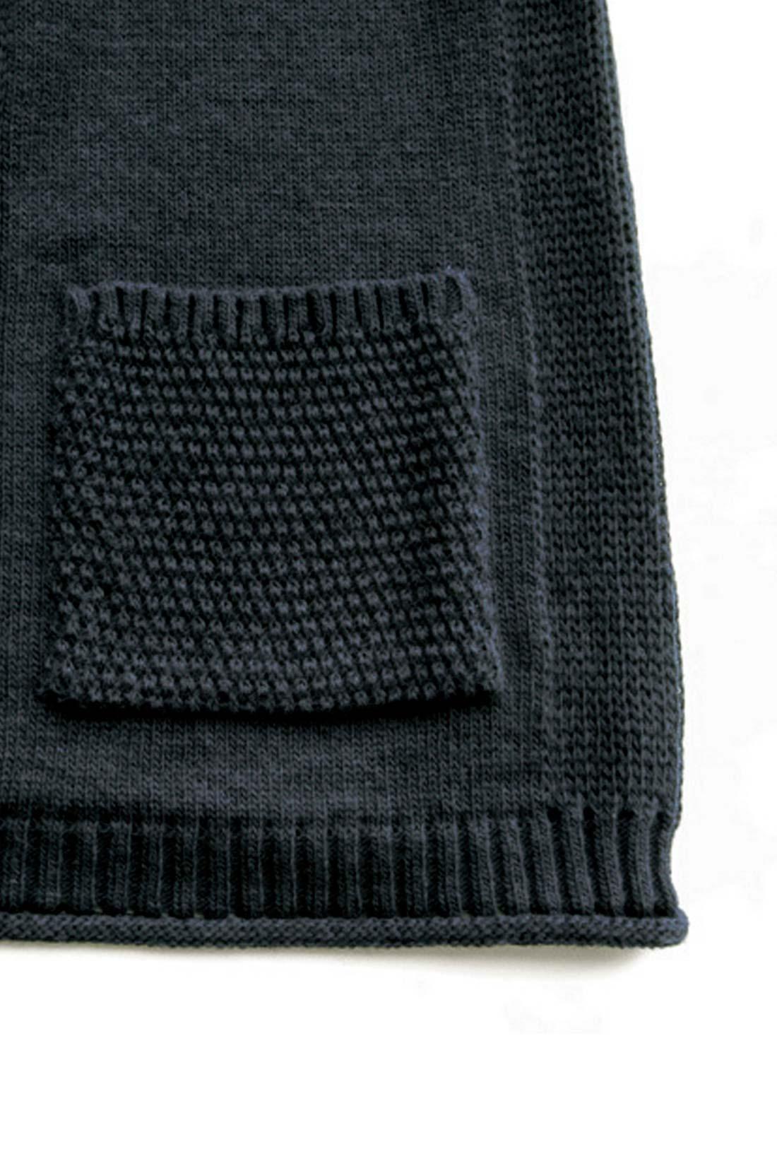 【編み目も凝っています。】編み柄を変えたり、すそをくるんとしたり。細部までこだわったよ。 ※お届けするカラーとは異なります。