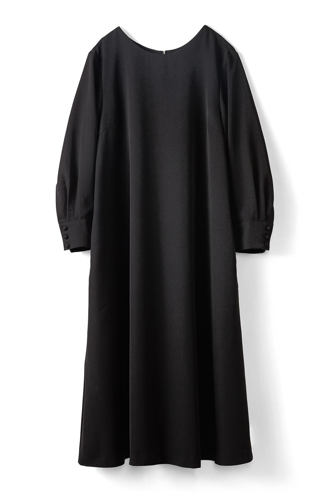 よりフォーマルに着られる〈ブラック〉
