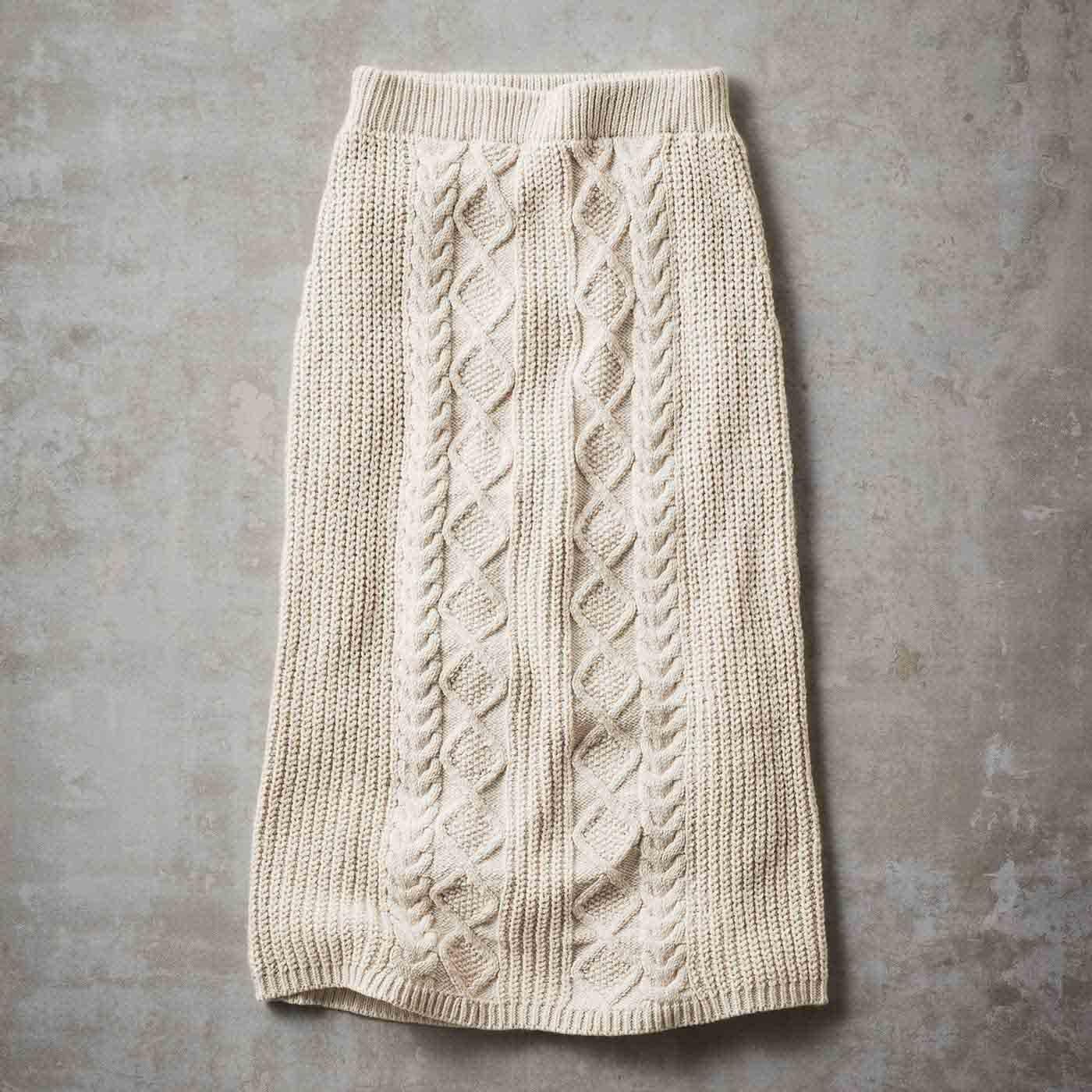 【3~10日でお届け】IEDIT[イディット] 綿混ニットのケーブル編みロングスカート〈アイボリー〉