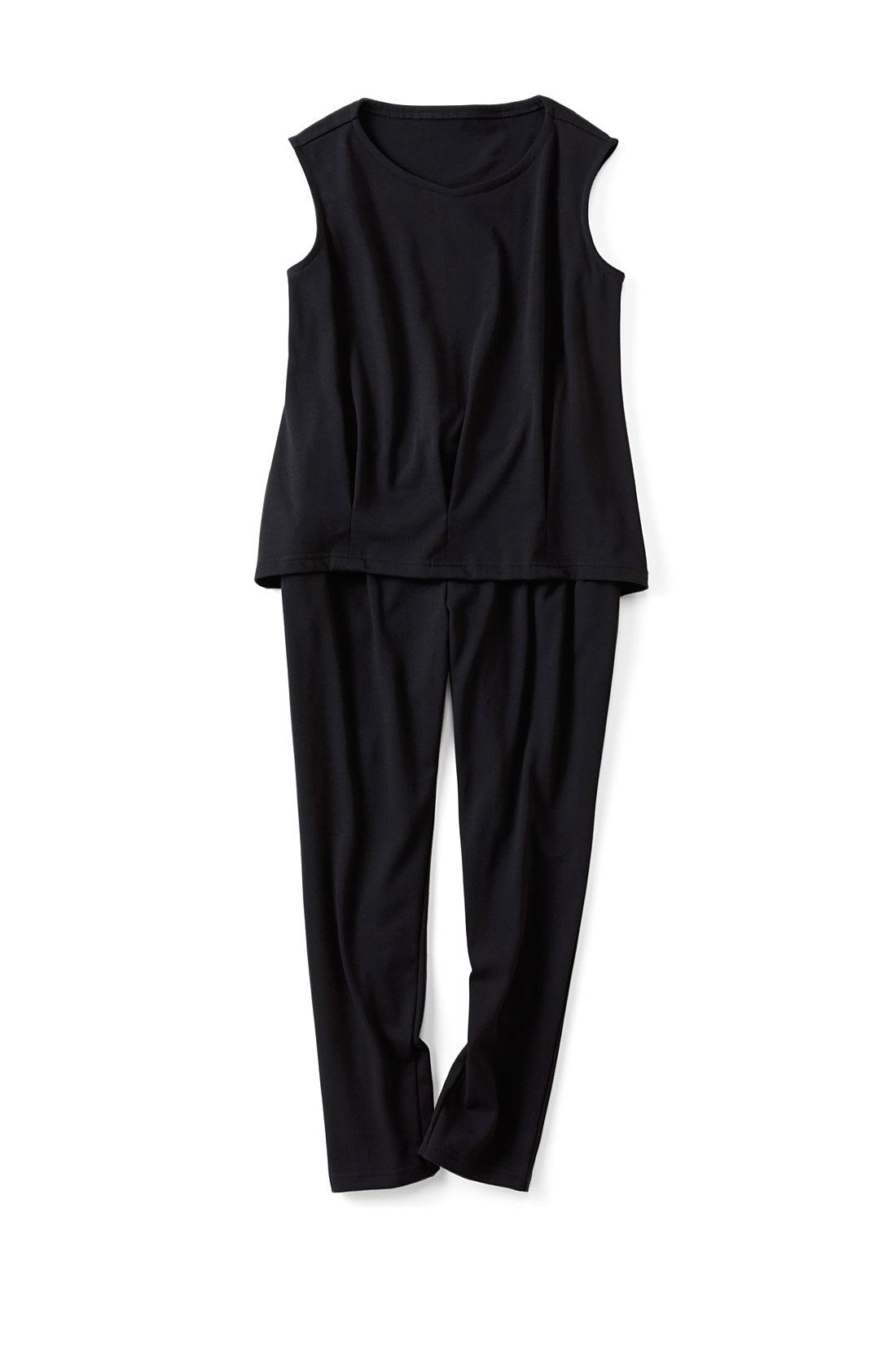 〈ブラック〉ノースリーブの幅を広めにし、一枚での着やすさも◎。