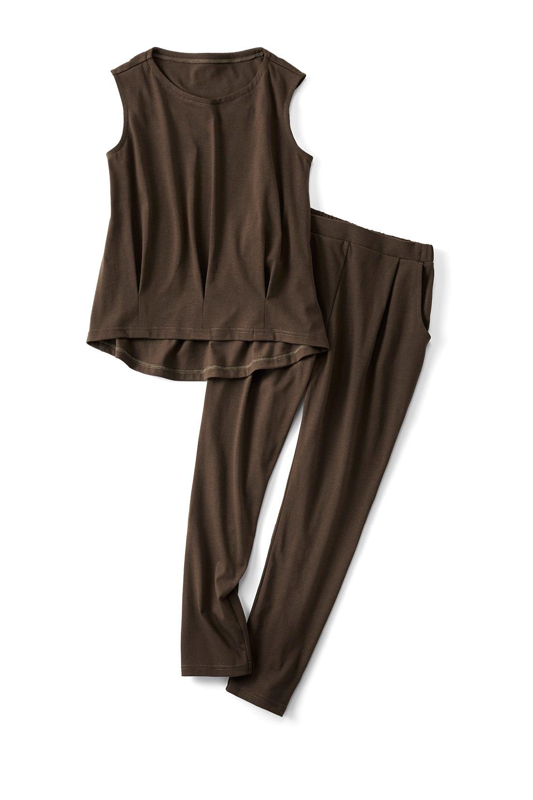 〈オリーブカーキ〉ノースリーブの幅を広めにし、一枚での着やすさも◎。