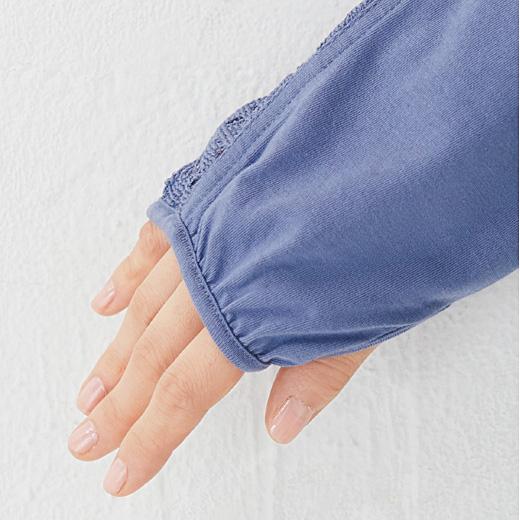 これは参考画像です。サムホール付きなので、手の甲までしっかりカバー。