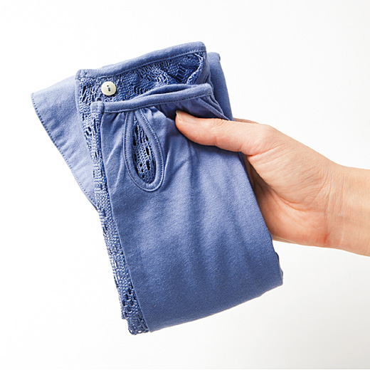 これは参考画像です。くるりと小さくまとめられるので、バッグの中や、車に常備しても。
