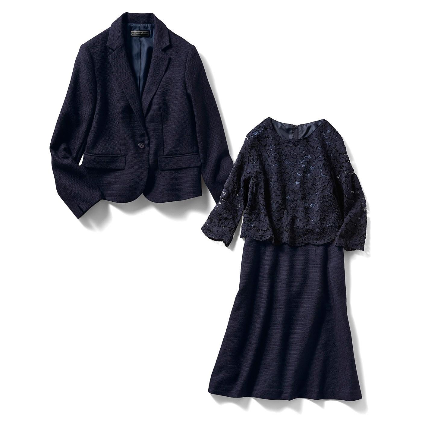 「正装」にふさわしいテーラードジャケットは、着こなしやすい丈感と表情のあるツイード素材で、きちんと見せつつ女性らしい印象に。ワンピースは上品見えして季節を問わない七分袖。ほんのり肌見せが女性らしい。一枚で華やぐレース仕立て。重ね着感のある凝ったデザインで、さらっと一枚でも、きちんと着映え。すそのスカラップが愛らしい。