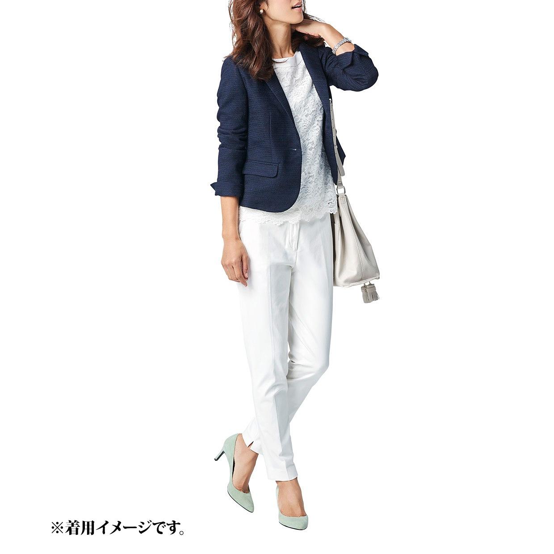 ジャケットを着回して、通勤にも。シルエットのきれいなジャケットは、通勤コーデにも大活躍。クリーンなホワイトやペールトーンのパンプスでさりげなく女性らしさを盛り込んだワントーンコーデを、ピリッと知的に引き締めてくれます。