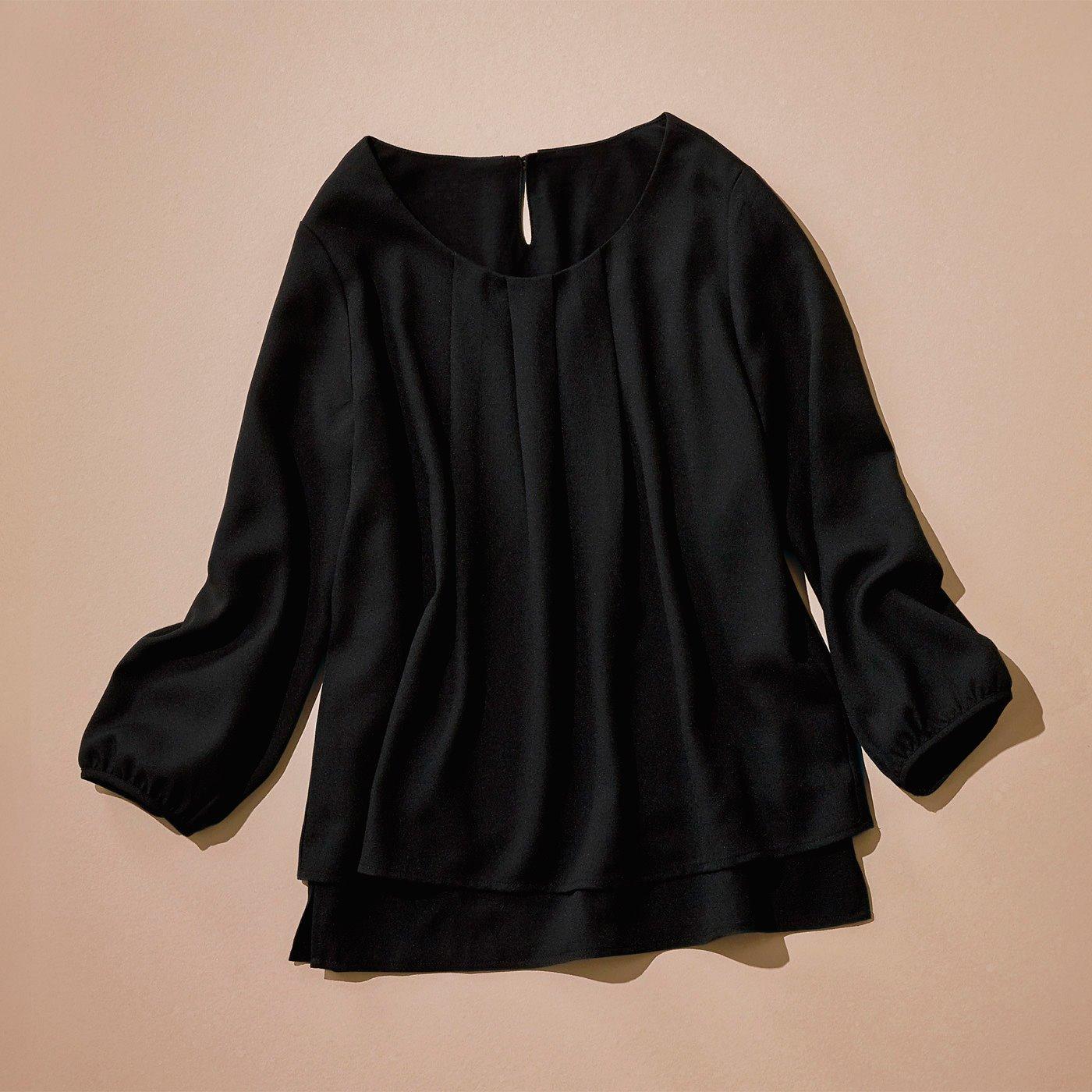 華美になりすぎず引き締め感もあるブラック。お手持ちのセレモニー服も、合わせるトップスを変えるだけで劇的にリフレッシュ。 ジャケットを脱いでも華やぎと好印象をキープできる、技ありトップスを味方につけて。