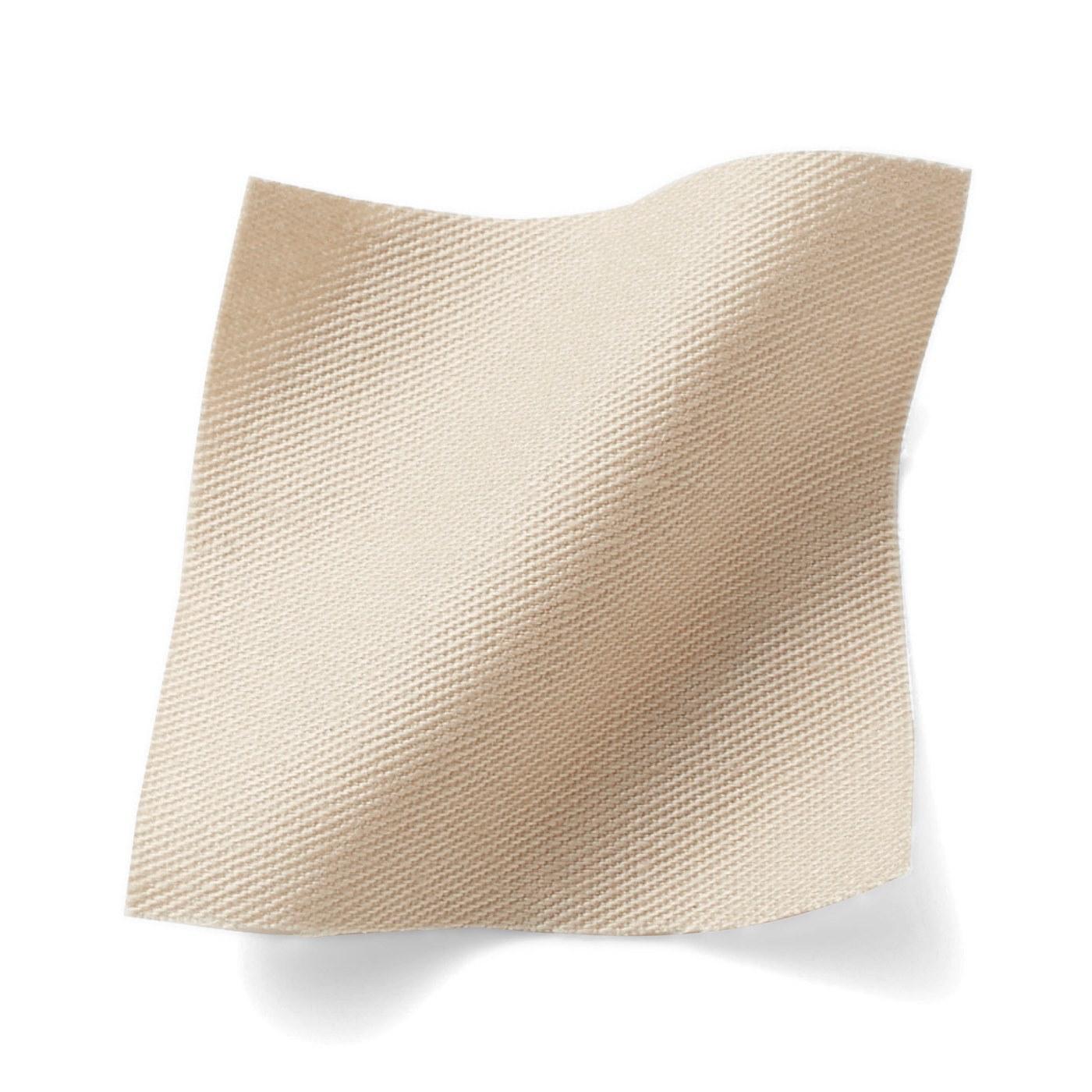 【ポイント3:シーンを選ばずさらっと羽織れるツイル素材。】セレモニースーツや休日のデニムスタイルまで、幅広い季節とシーンで着回せるベーシックな素材感。