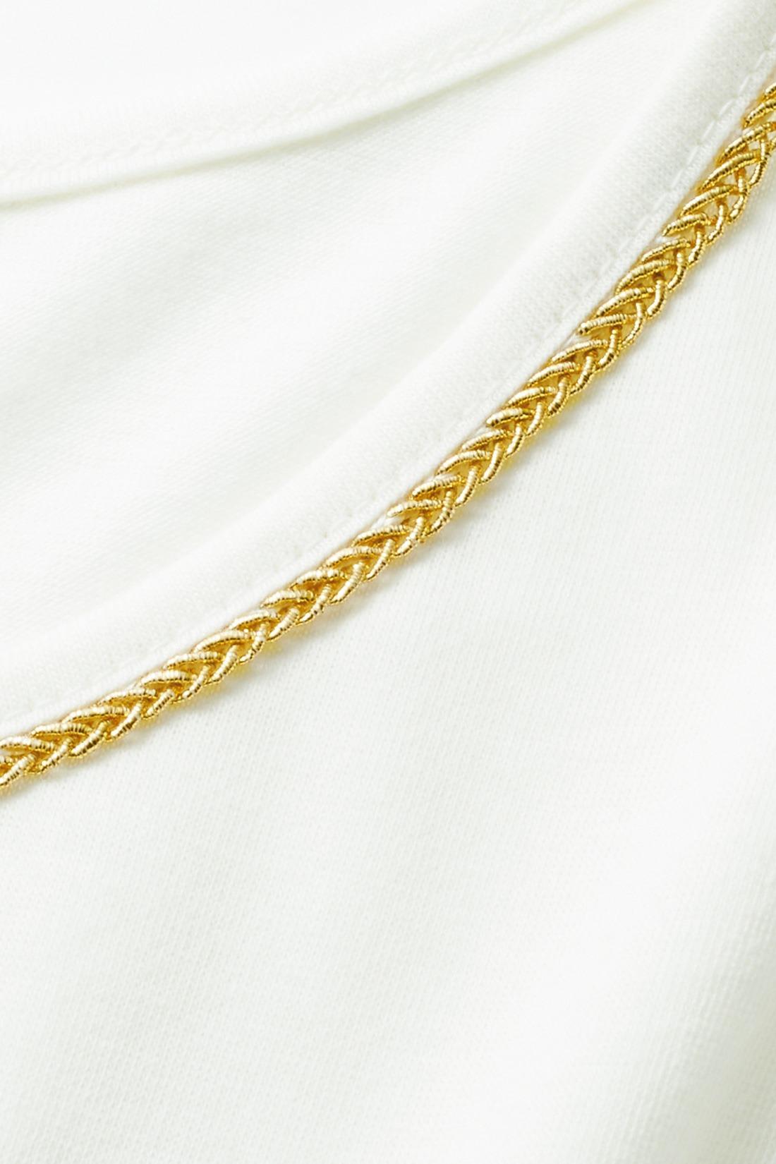 タンクトップの衿ぐりには、ゴールドカラーのラメテープ。レースから透けて、ほんのりキラリ。ネックレスみたいに華やか。 ※お届けするカラーとは異なります。