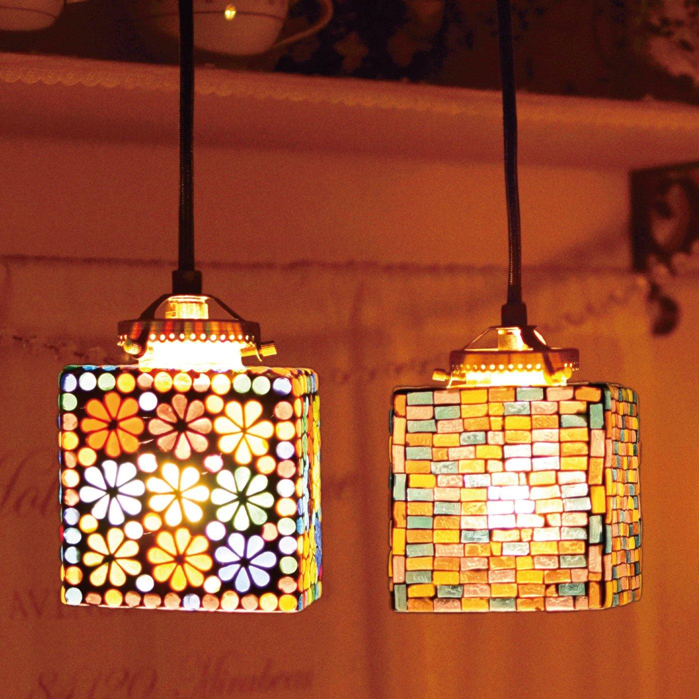 お部屋をエキゾチックに灯す モザイクハンギングランプ〈スクエア〉