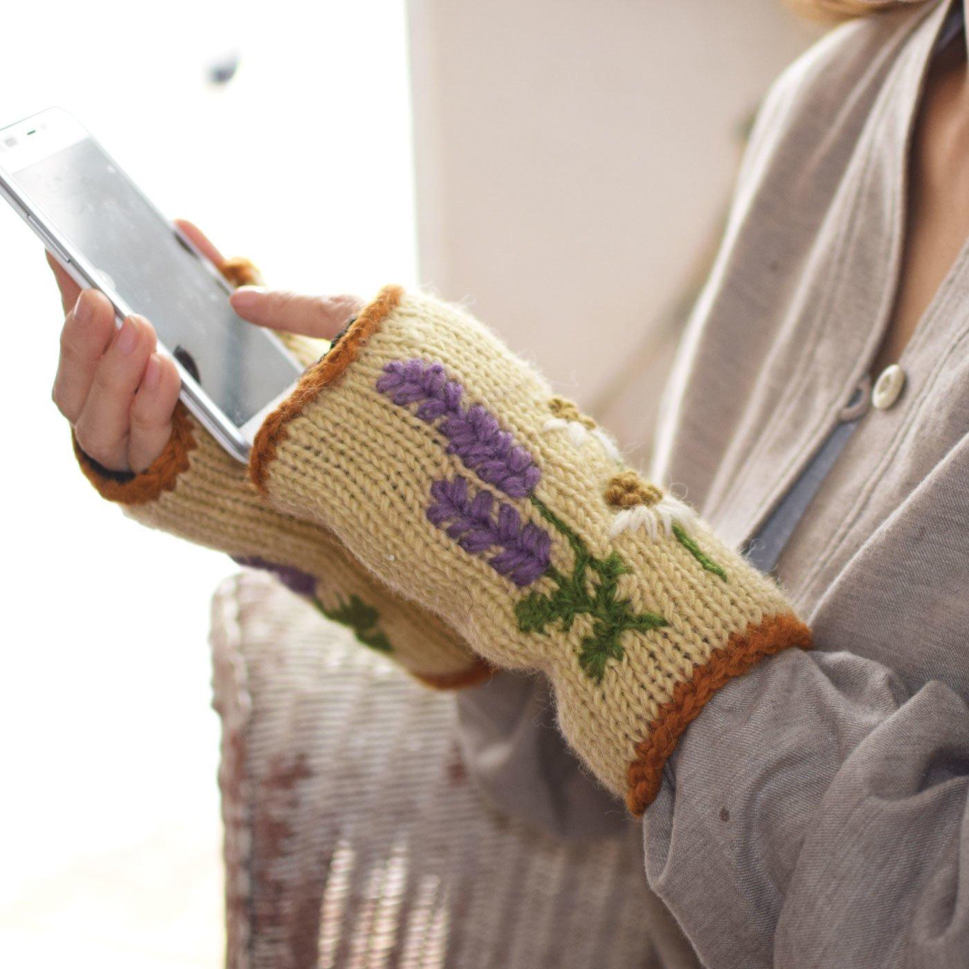 素朴な手刺しゅうのお花がかわいい ハンドウォーマー ハーバル
