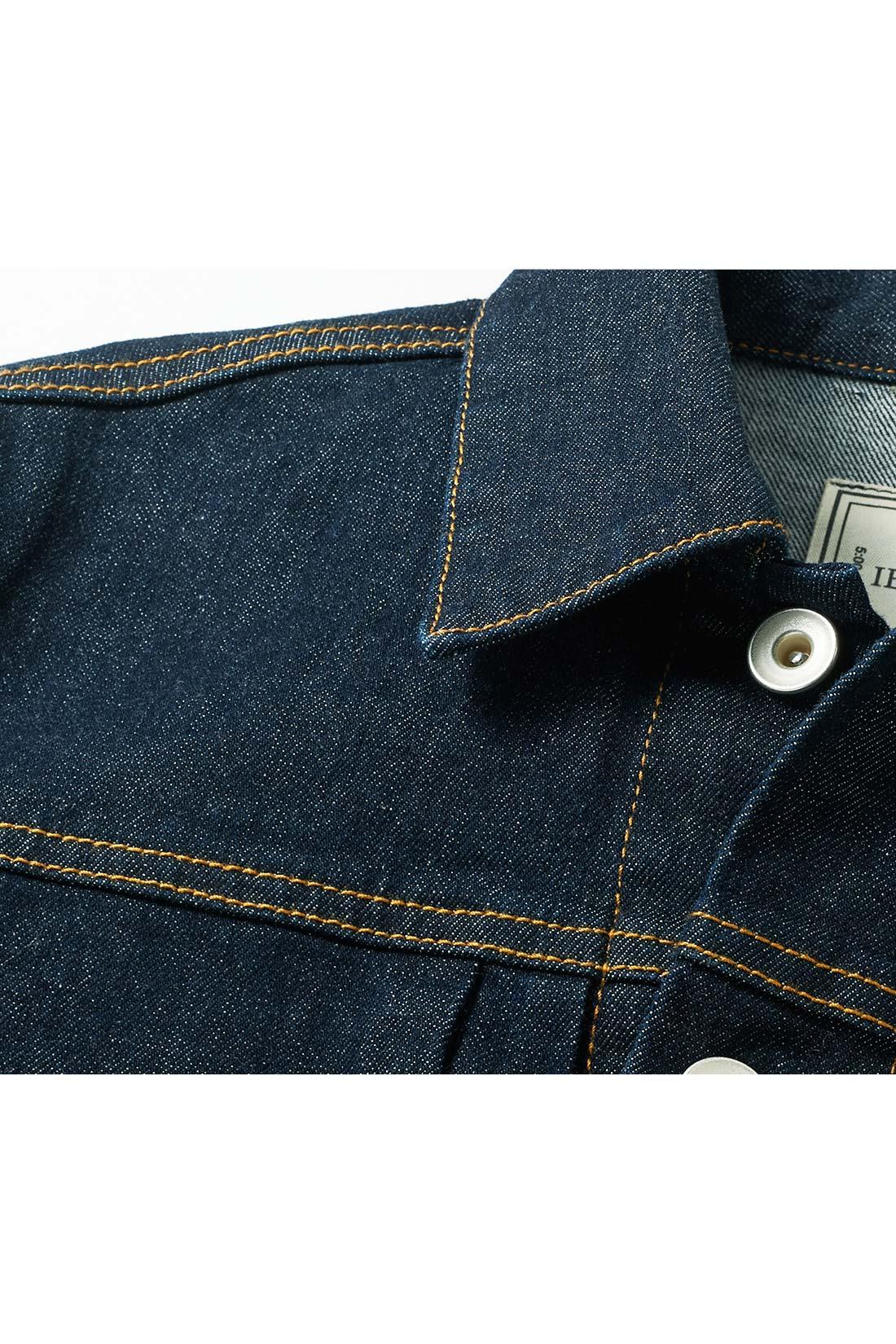 パーツごとにステッチを変更 衿もとはシングルステッチでスマートに、切り替えやヨークはダブルステッチに、と変化をつけて、上品さとカジュアルさのバランスを絶妙に調整。