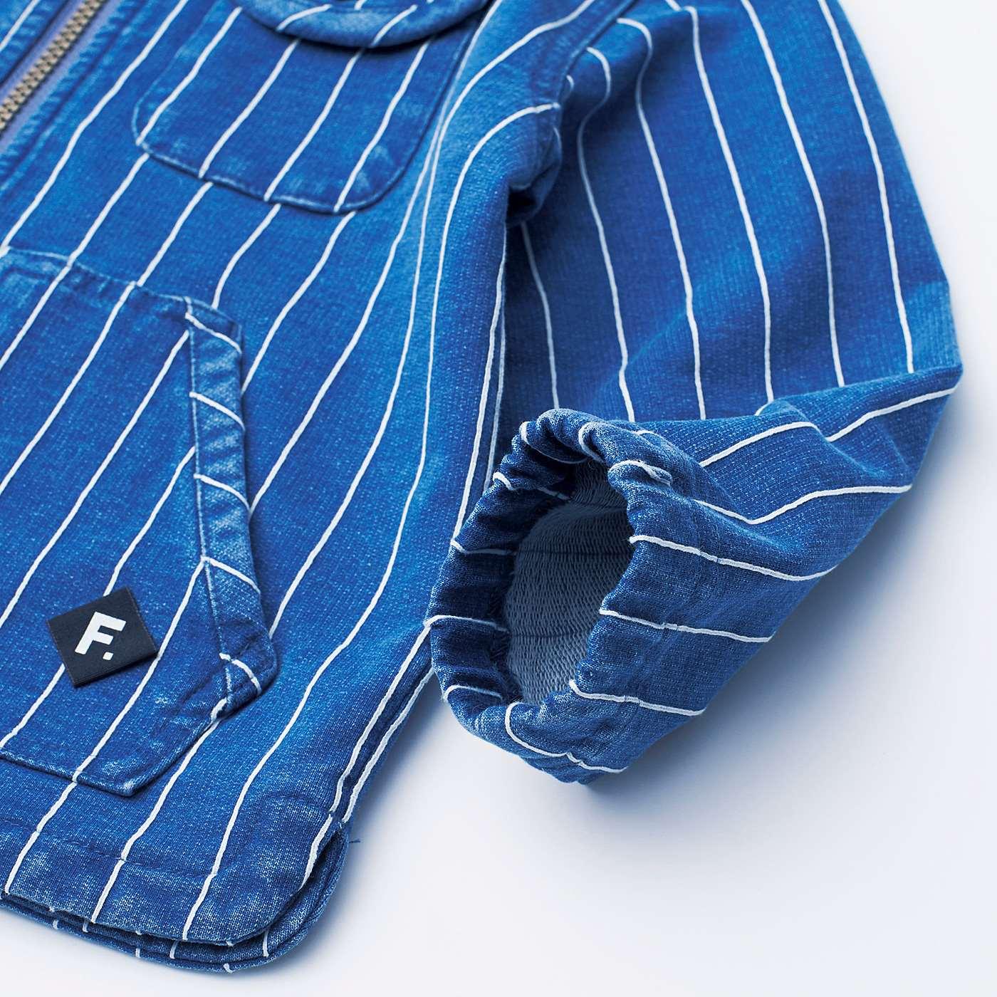 袖口にゴムが入っているので、手を洗う時に袖まくりができて便利。たくし上げれば、少し大きめサイズもOK!