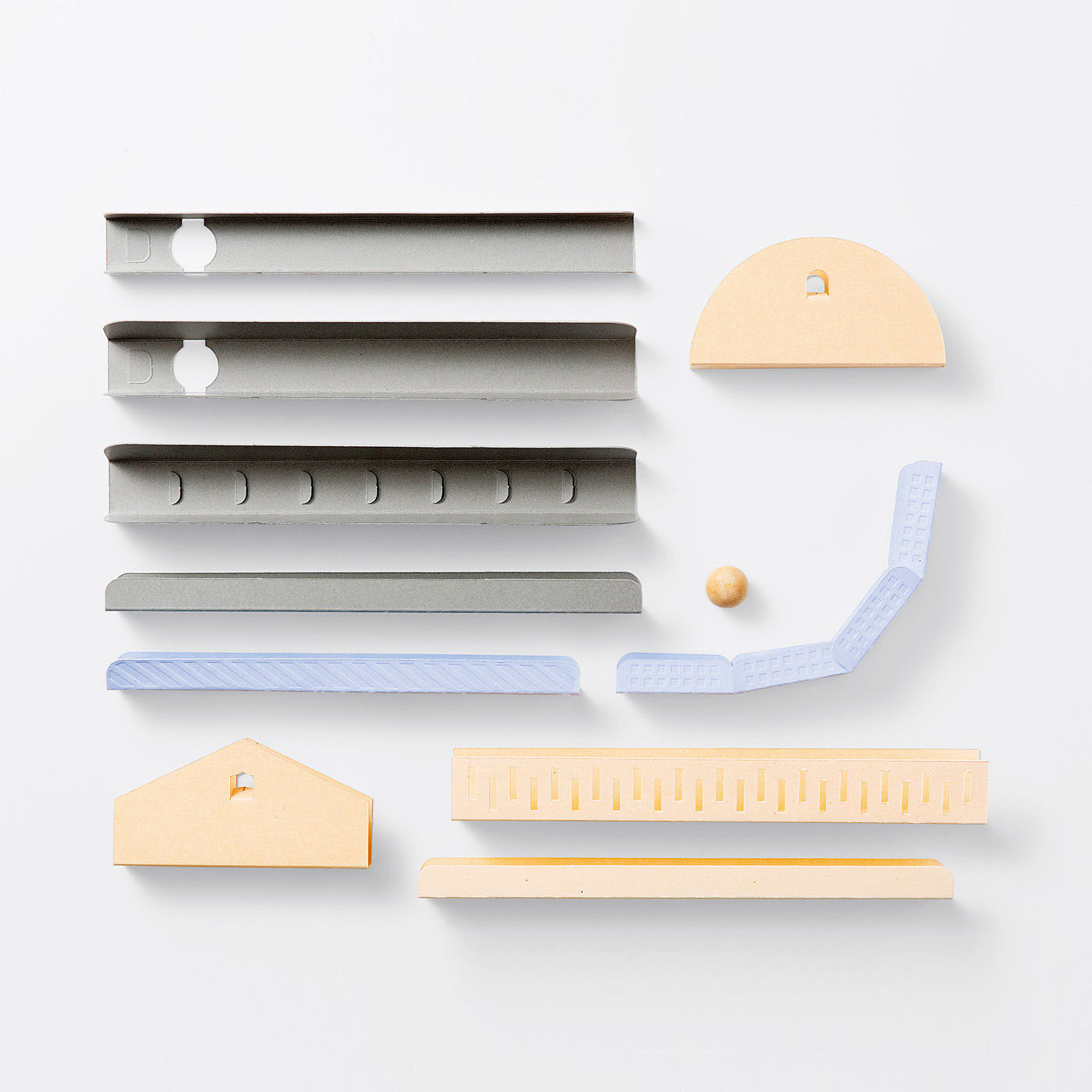 1回のお届けで7~10個のパーツが作れます。型抜き済みなので台紙から切り離して組み立てるだけ。