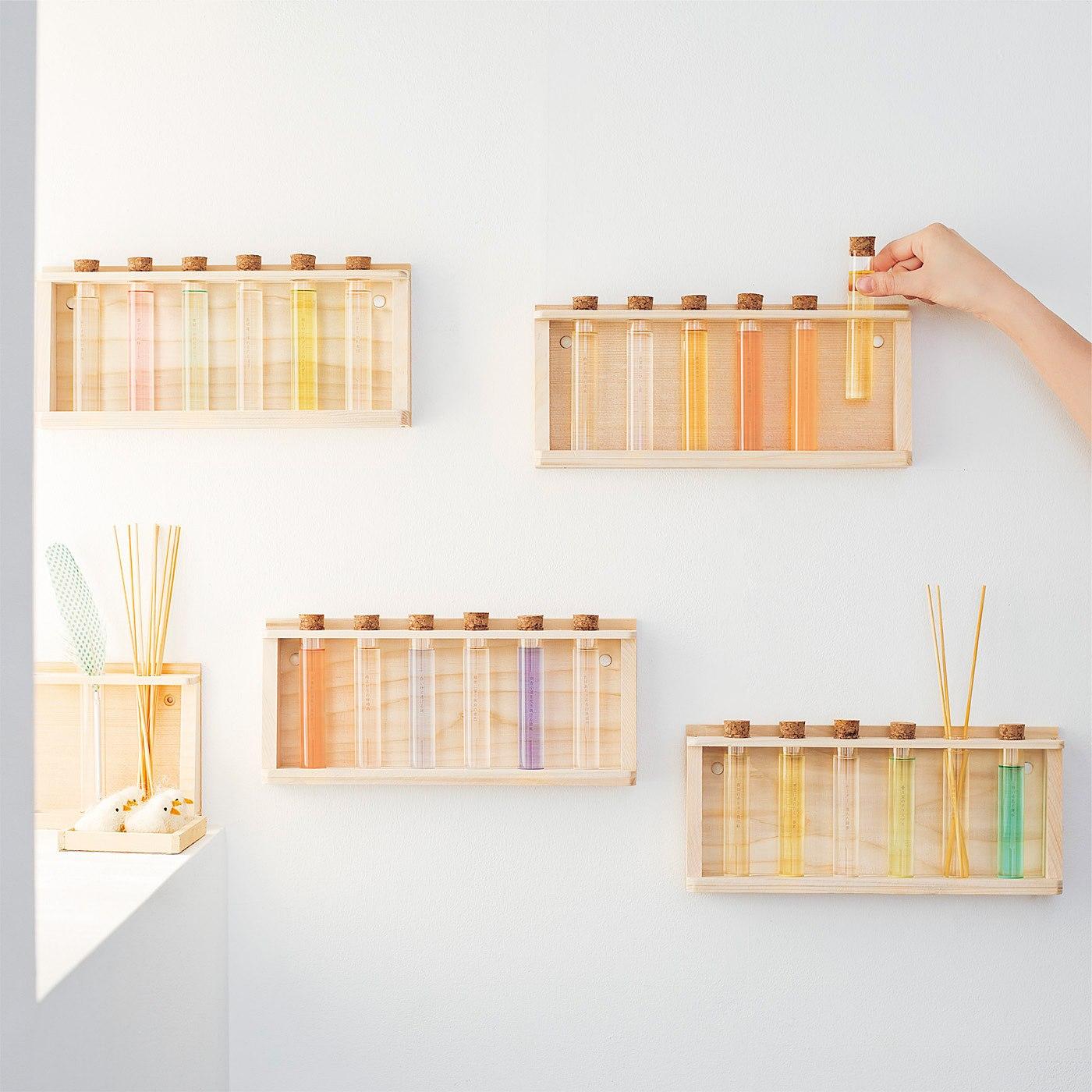 別売りのディスプレイラックを使えば、壁面に飾ることができます。