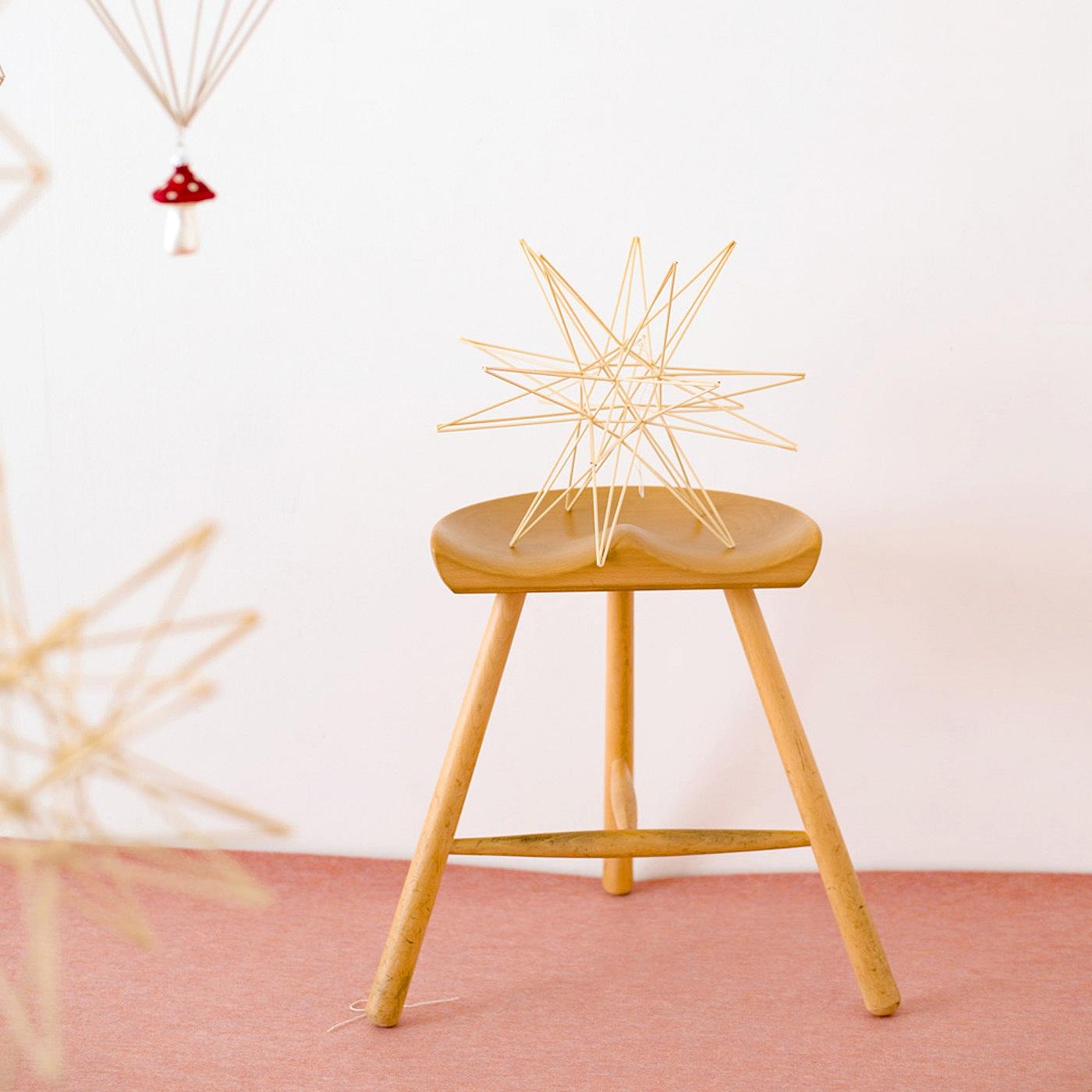 椅子の上にちょこんと置いて飾っても素敵。