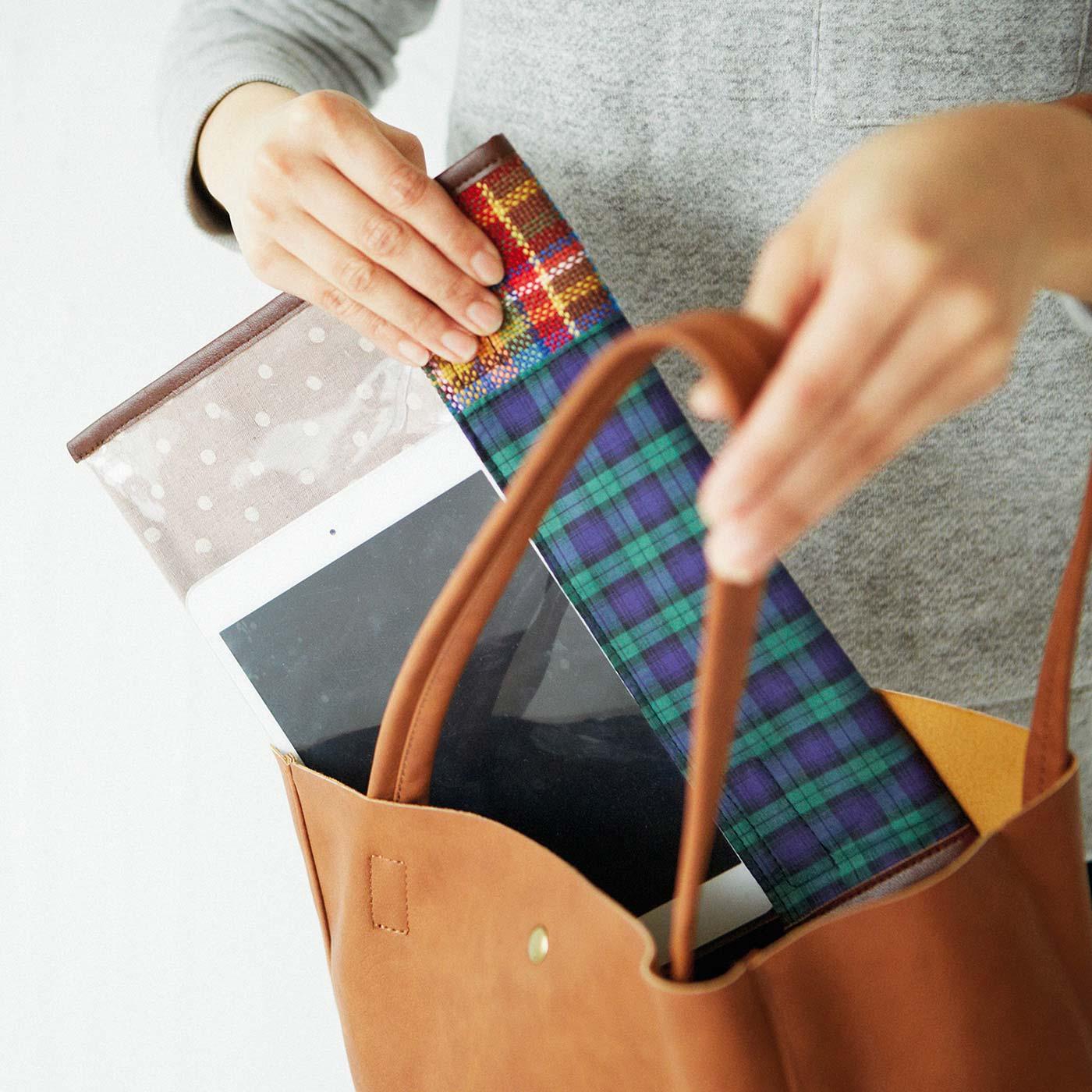 バッグインバッグとして、バッグの中のこまごま小物の整理にも。